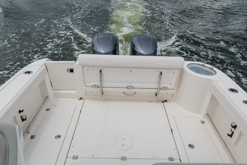 Thumbnail 26 for Used 2016 Robalo R305 Express Walkaround boat for sale in Miami, FL