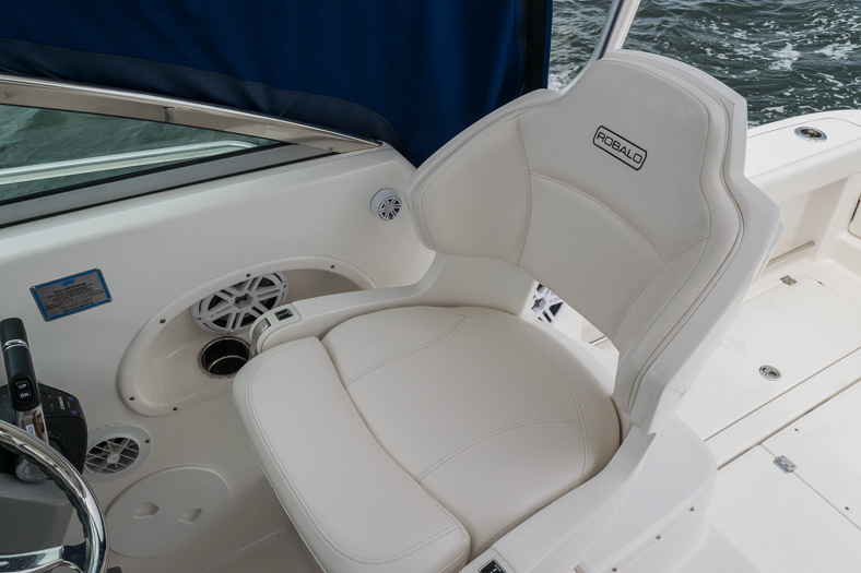 Thumbnail 41 for Used 2016 Robalo R305 Express Walkaround boat for sale in Miami, FL