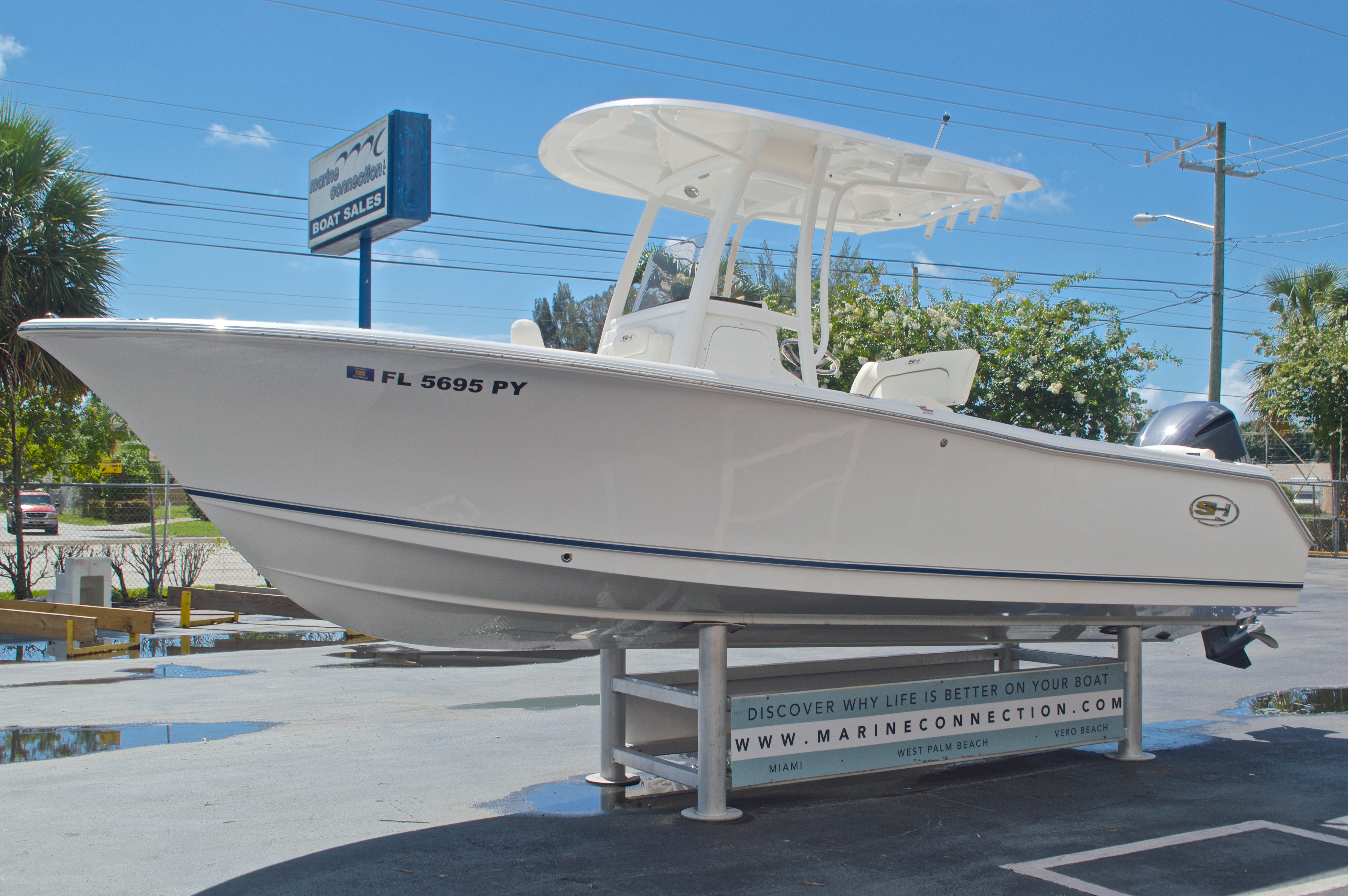 Thumbnail 3 for Used 2015 Sea Hunt 235 SE Center Console boat for sale in West Palm Beach, FL