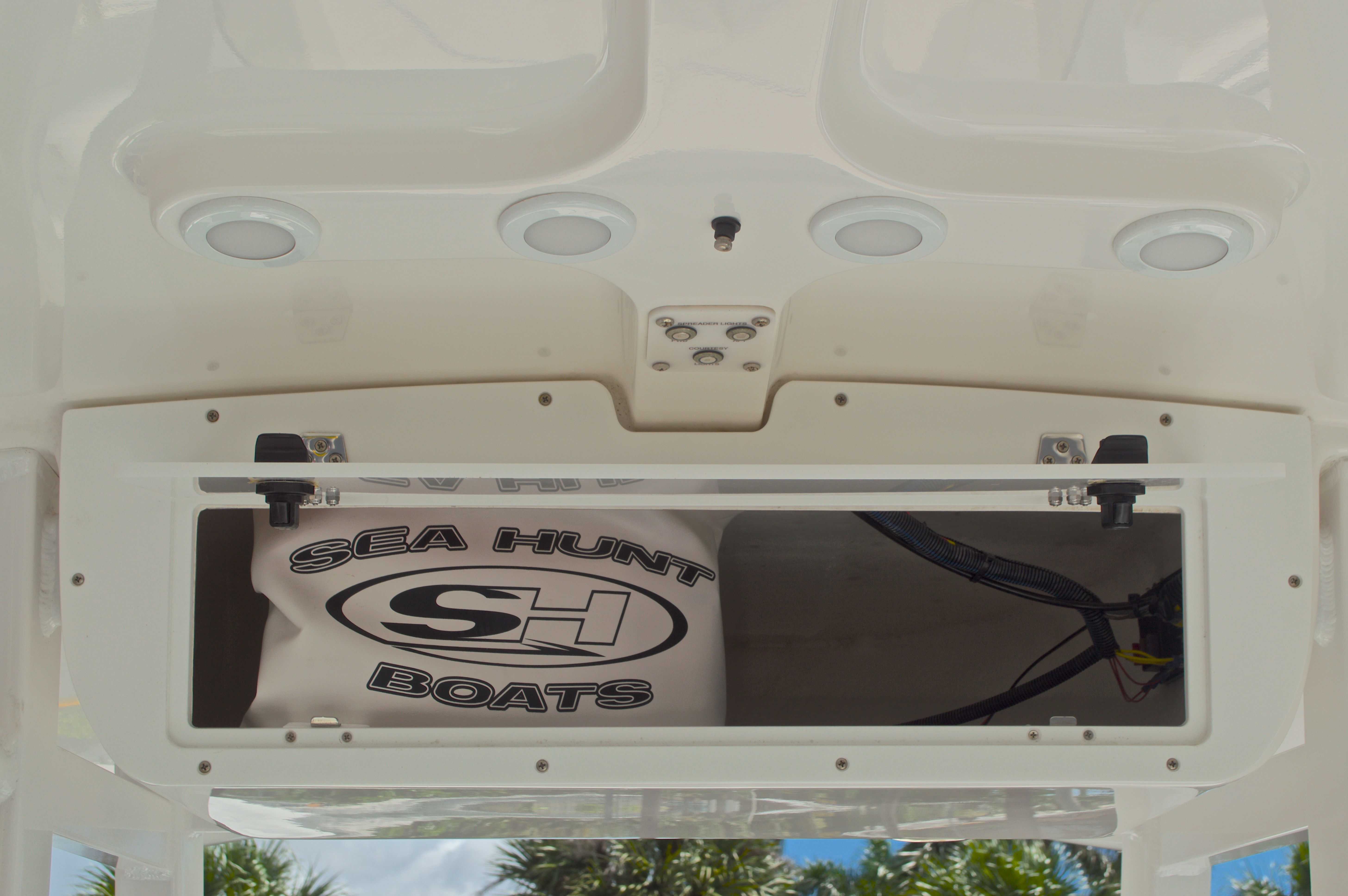 Thumbnail 35 for Used 2015 Sea Hunt 235 SE Center Console boat for sale in West Palm Beach, FL