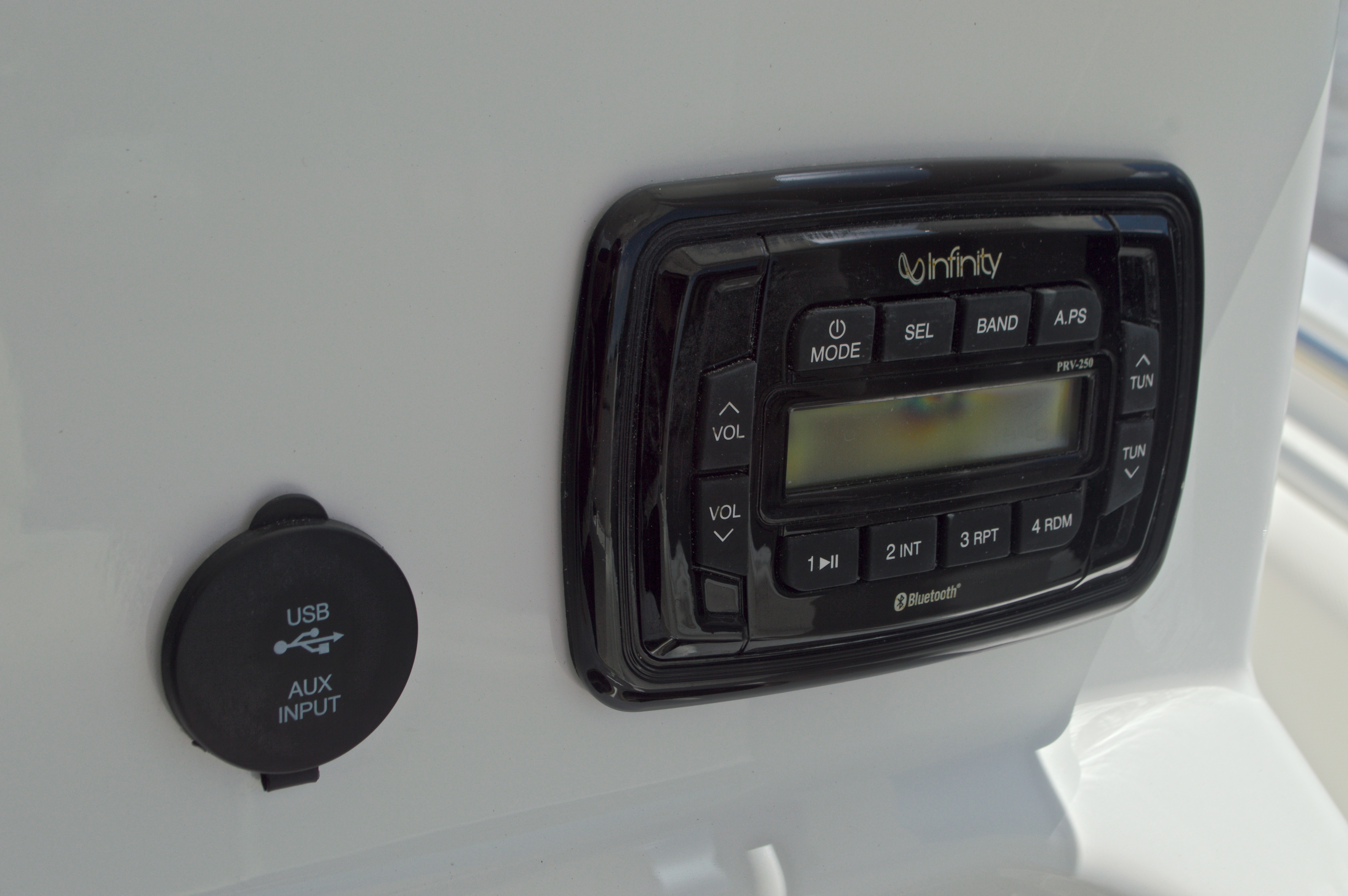 Thumbnail 45 for Used 2015 Sea Hunt 235 SE Center Console boat for sale in West Palm Beach, FL