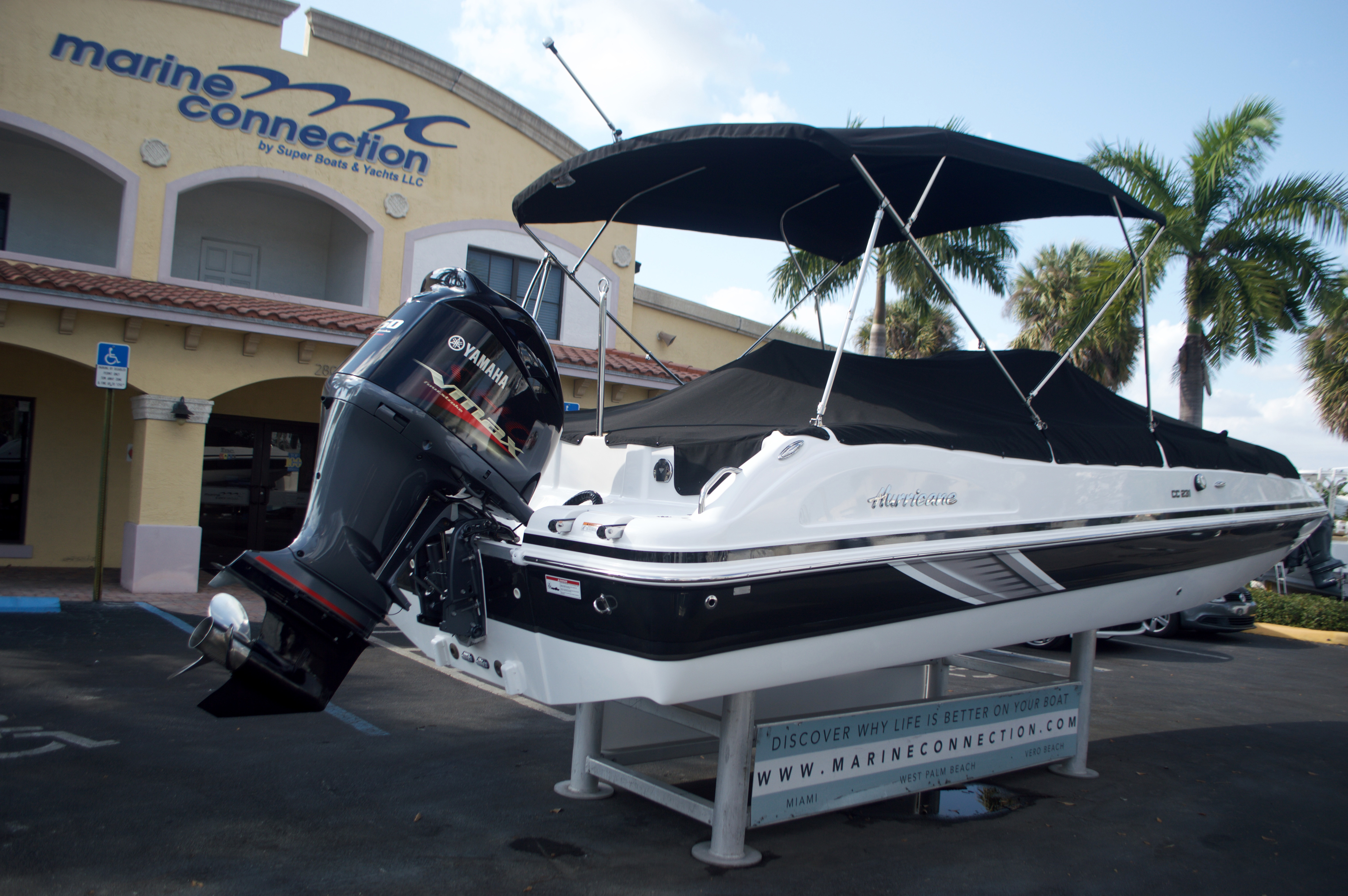 Thumbnail 15 for New 2016 Hurricane Sundeck Sport SS 231 OB boat for sale in West Palm Beach, FL