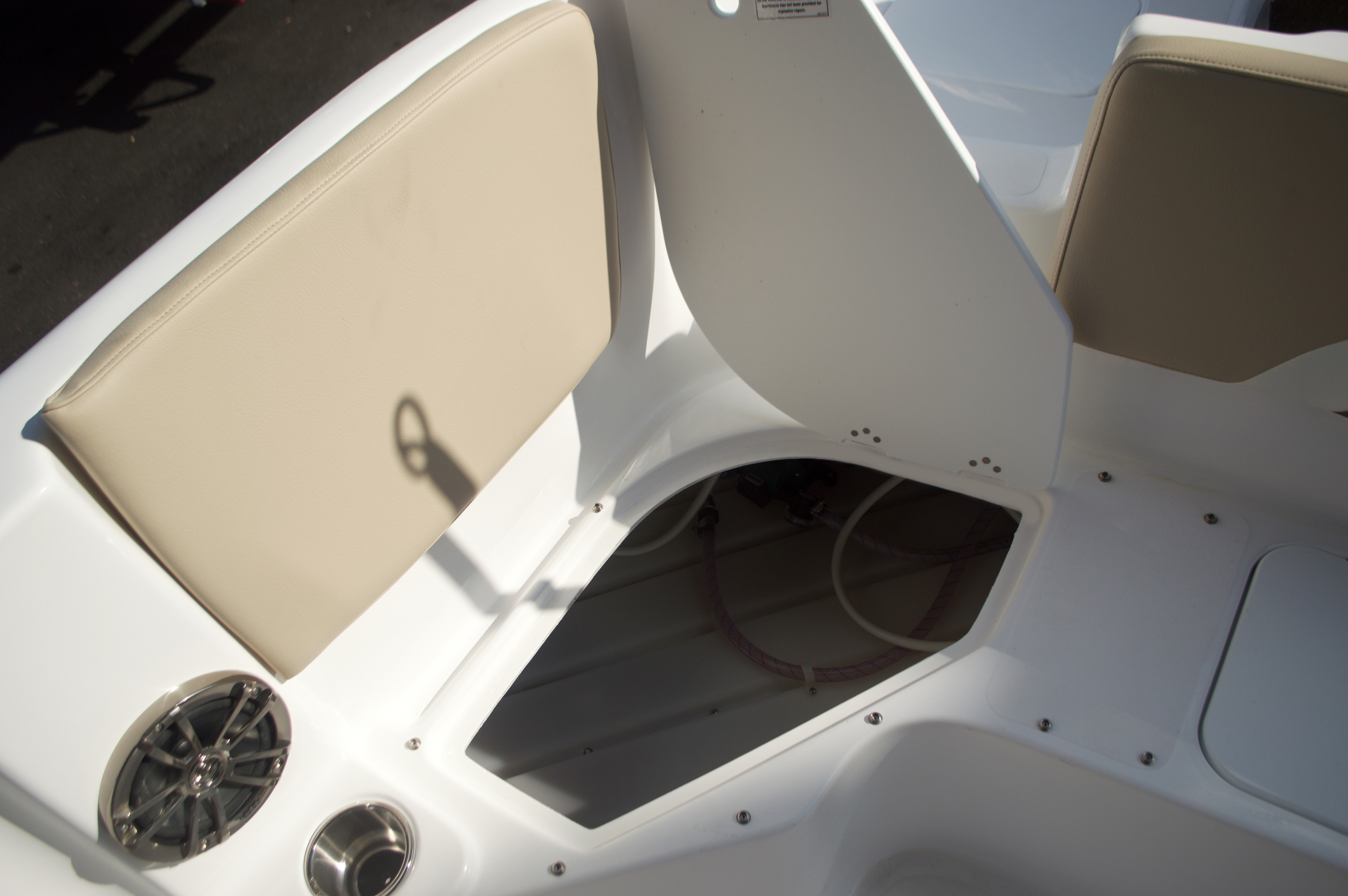 Thumbnail 23 for New 2016 Hurricane Sundeck Sport SS 231 OB boat for sale in West Palm Beach, FL