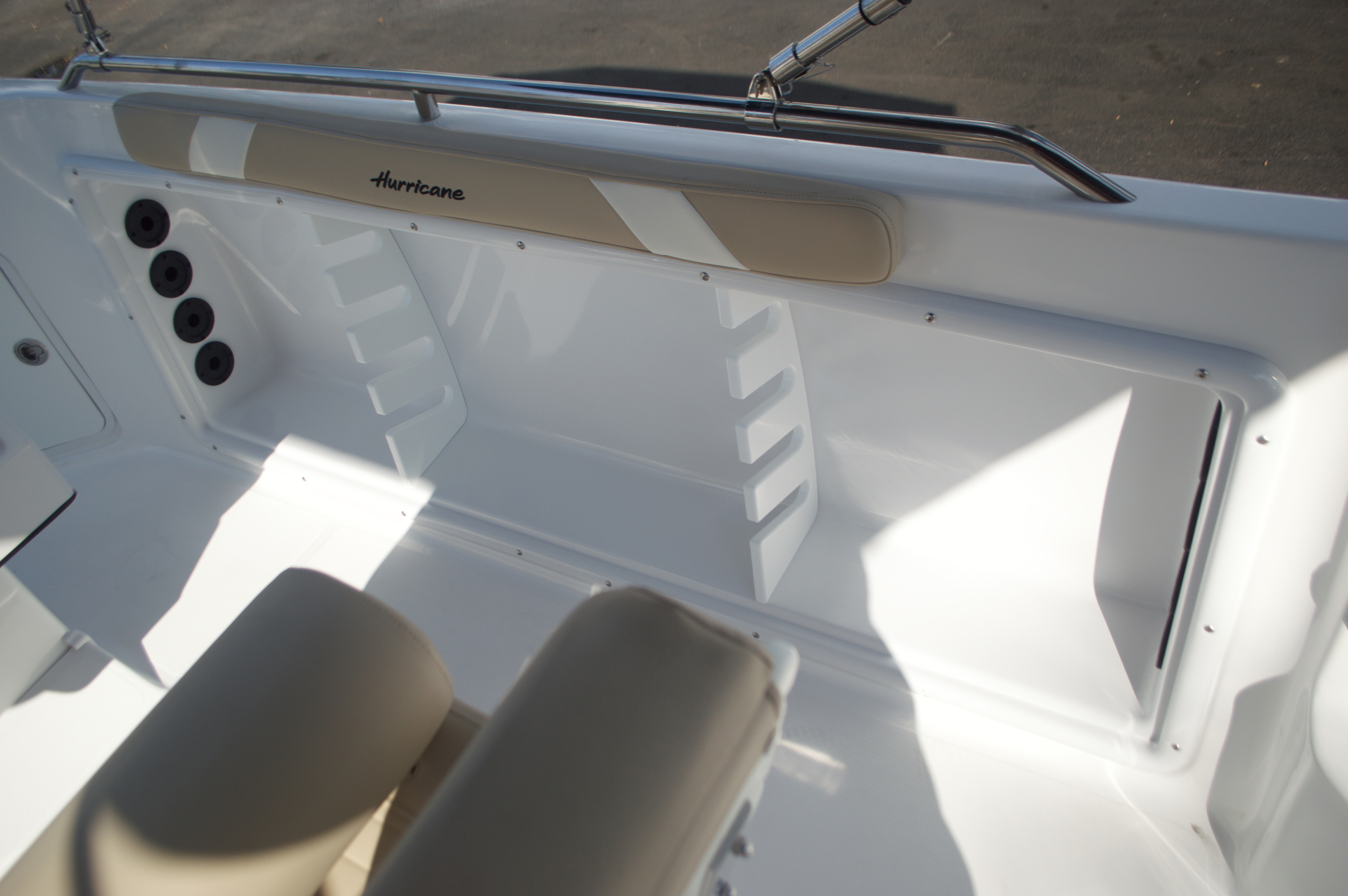 Thumbnail 31 for New 2016 Hurricane Sundeck Sport SS 231 OB boat for sale in West Palm Beach, FL