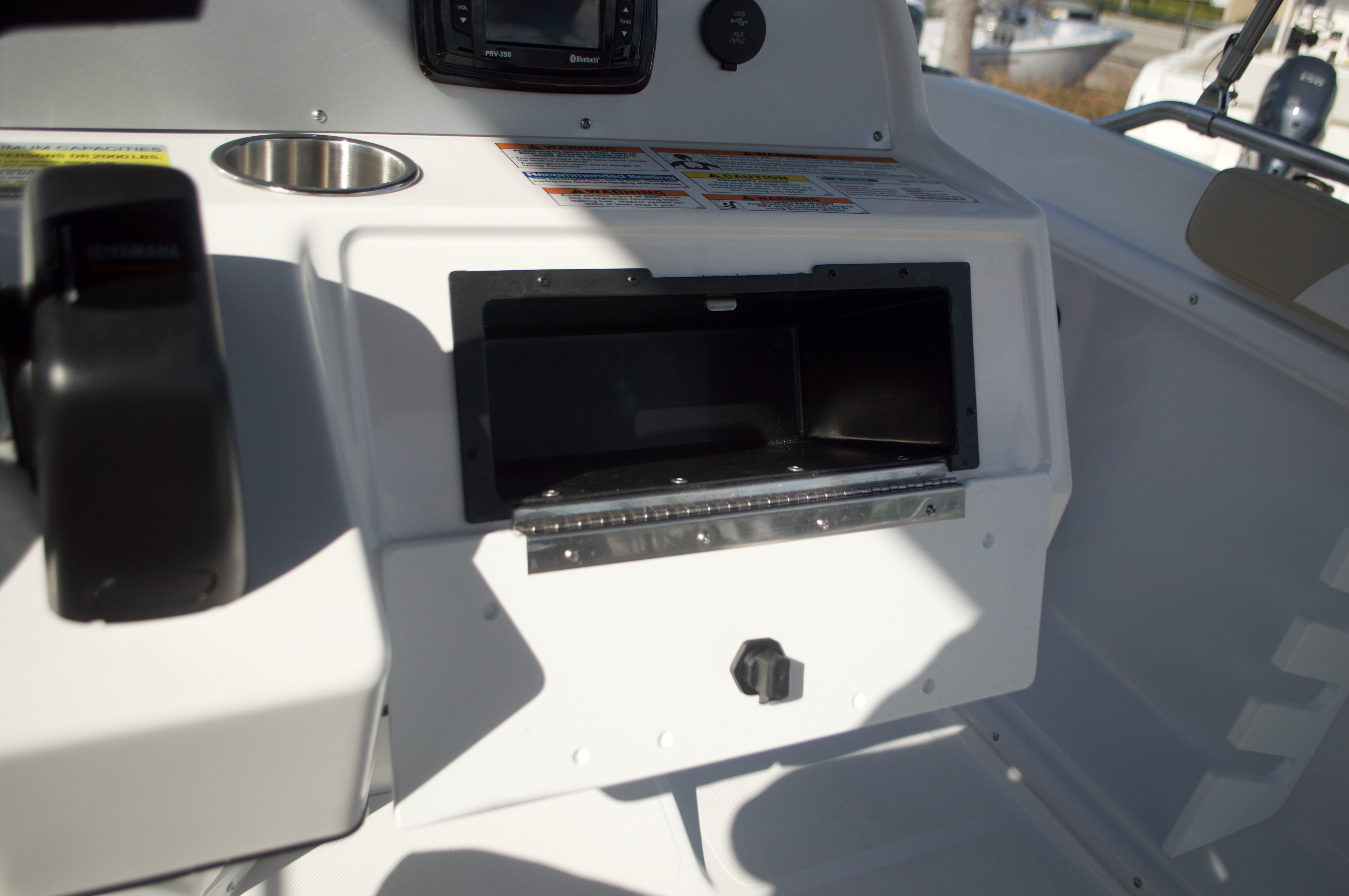 Thumbnail 40 for New 2016 Hurricane Sundeck Sport SS 231 OB boat for sale in West Palm Beach, FL
