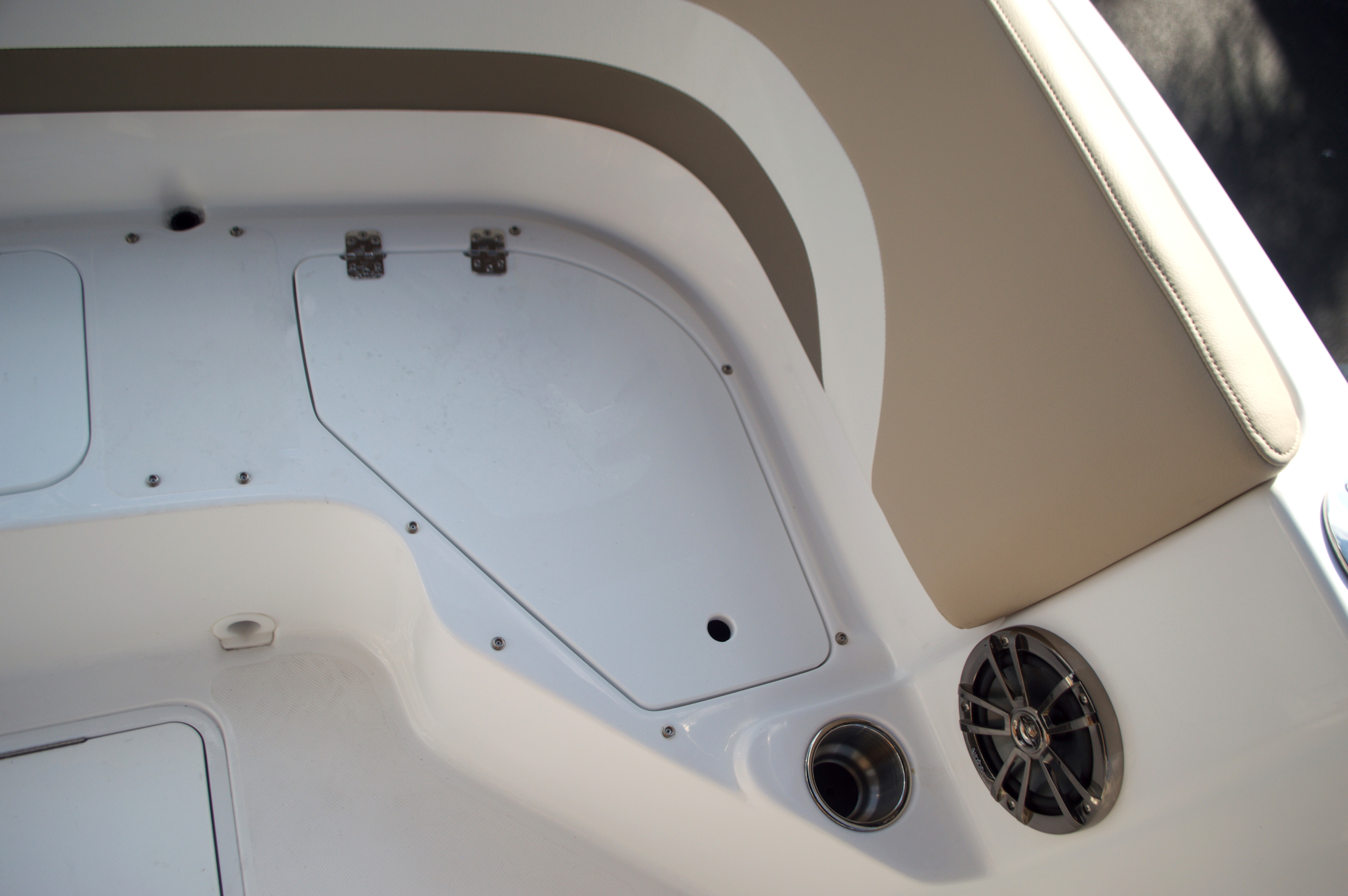 Thumbnail 26 for New 2016 Hurricane Sundeck Sport SS 231 OB boat for sale in West Palm Beach, FL
