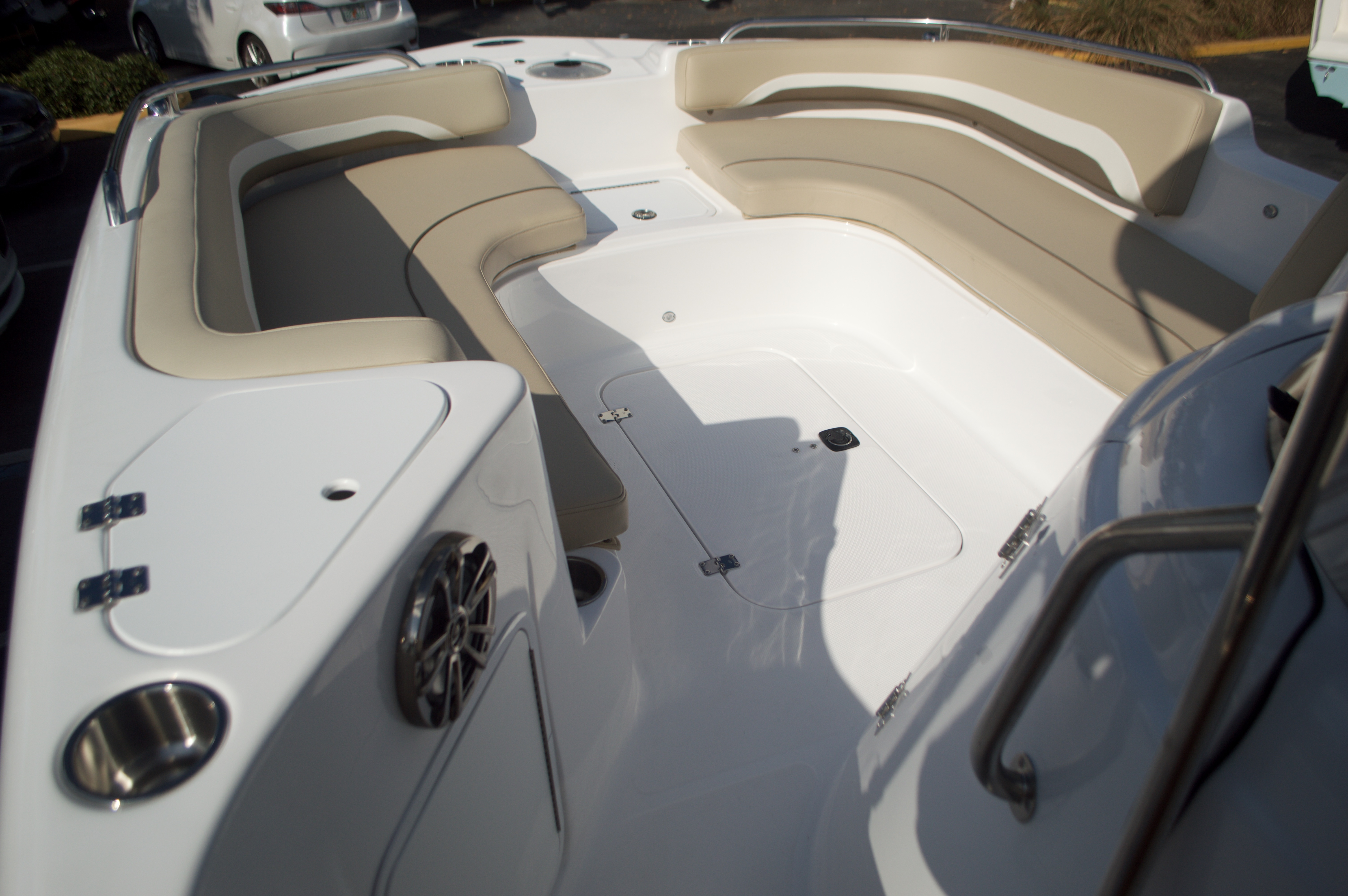Thumbnail 41 for New 2016 Hurricane Sundeck Sport SS 231 OB boat for sale in West Palm Beach, FL