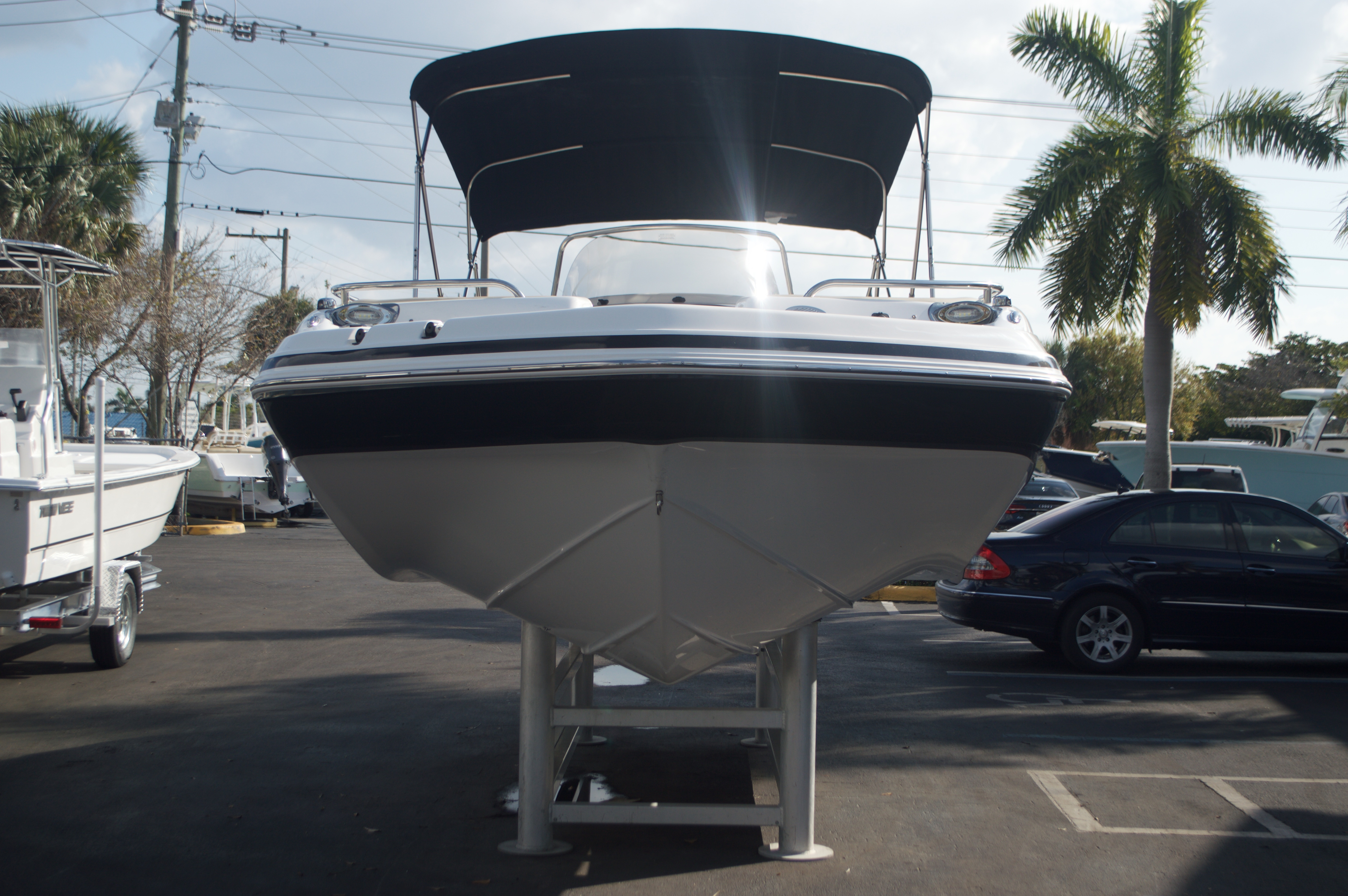 Thumbnail 3 for New 2016 Hurricane Sundeck Sport SS 231 OB boat for sale in West Palm Beach, FL