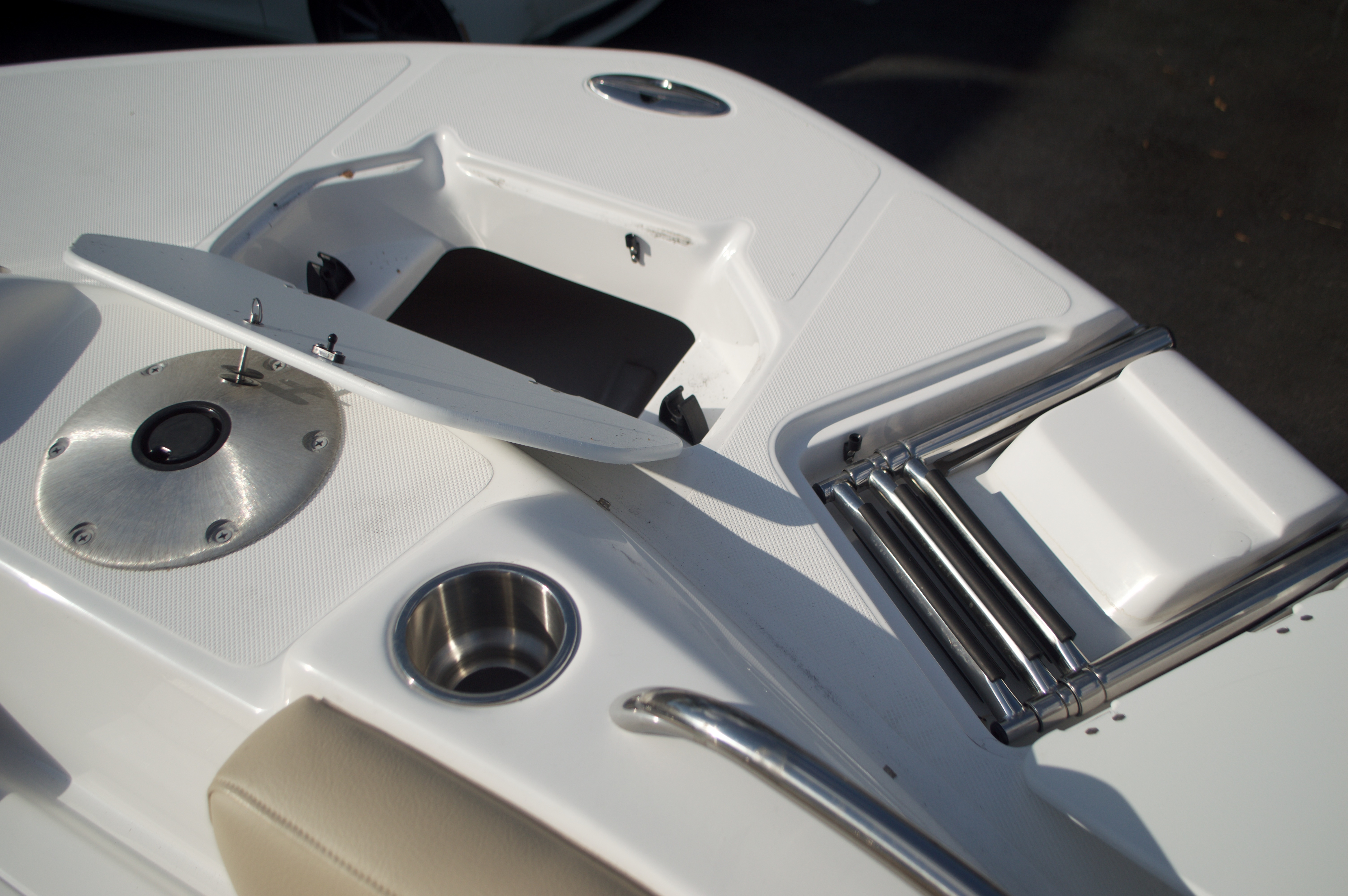 Thumbnail 58 for New 2016 Hurricane Sundeck Sport SS 231 OB boat for sale in West Palm Beach, FL