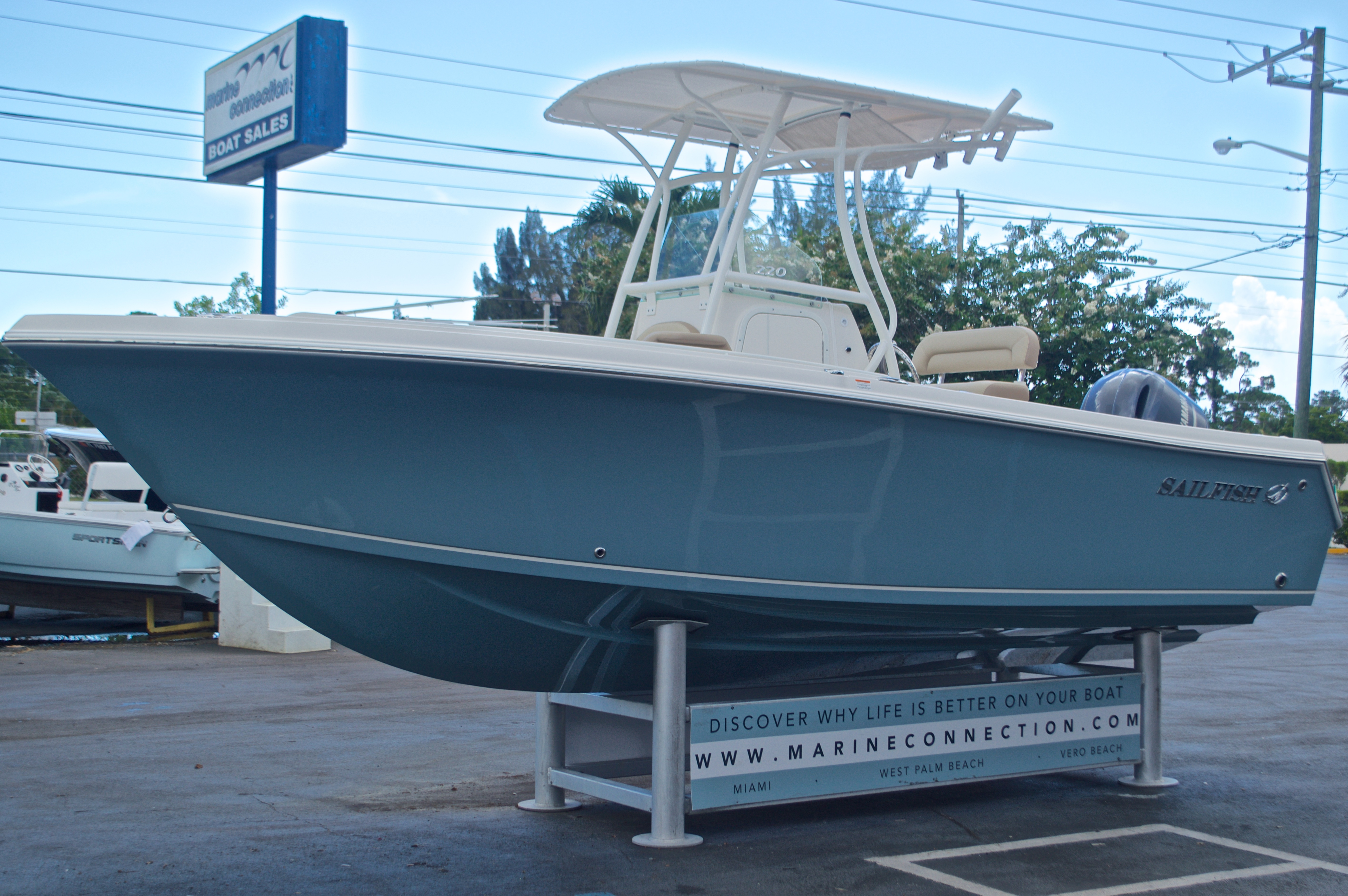 Thumbnail 3 for New 2017 Sailfish 220 CC Center Console boat for sale in Vero Beach, FL