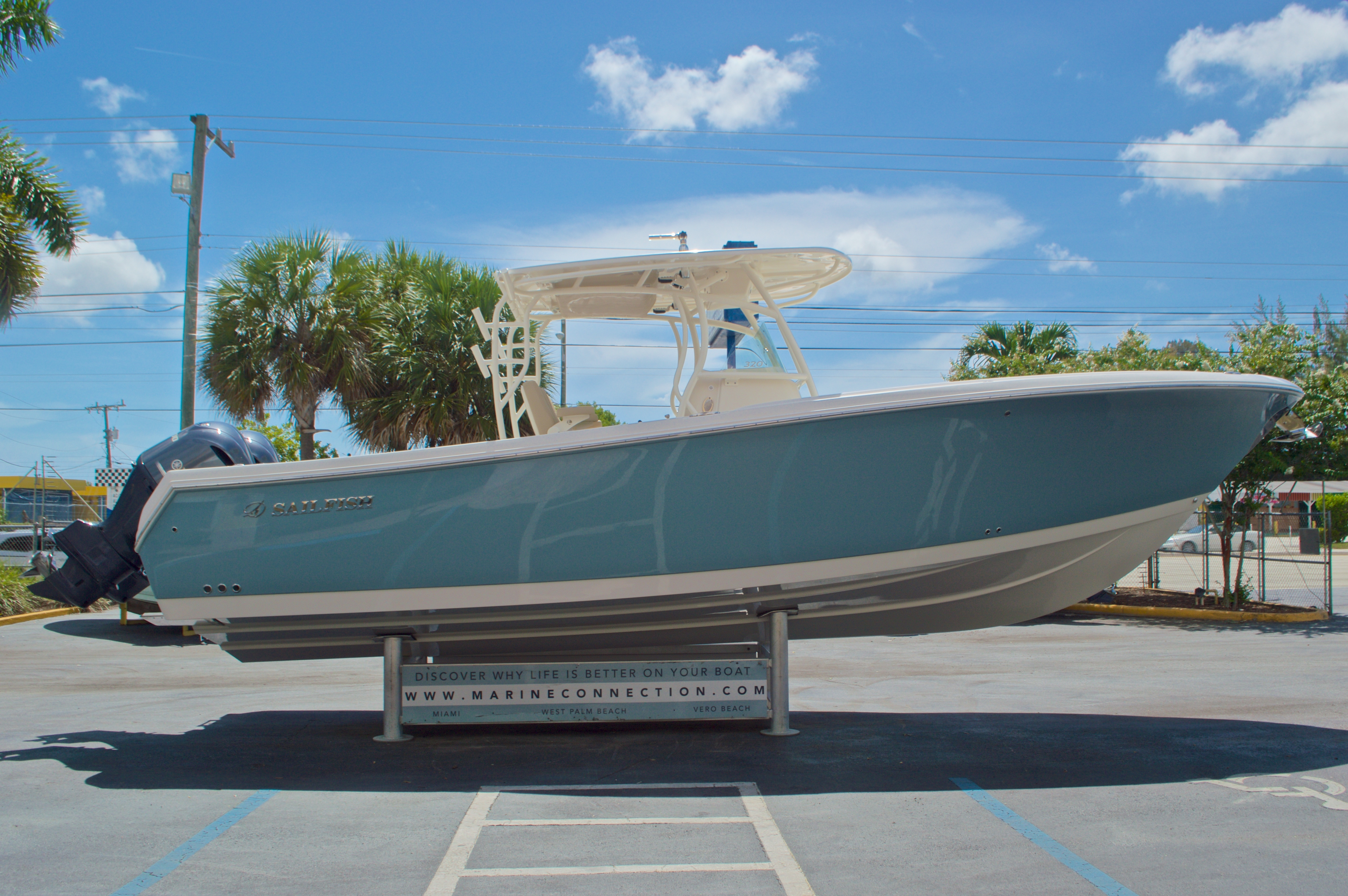 Thumbnail 4 for New 2017 Sailfish 320 CC Center Console boat for sale in Vero Beach, FL