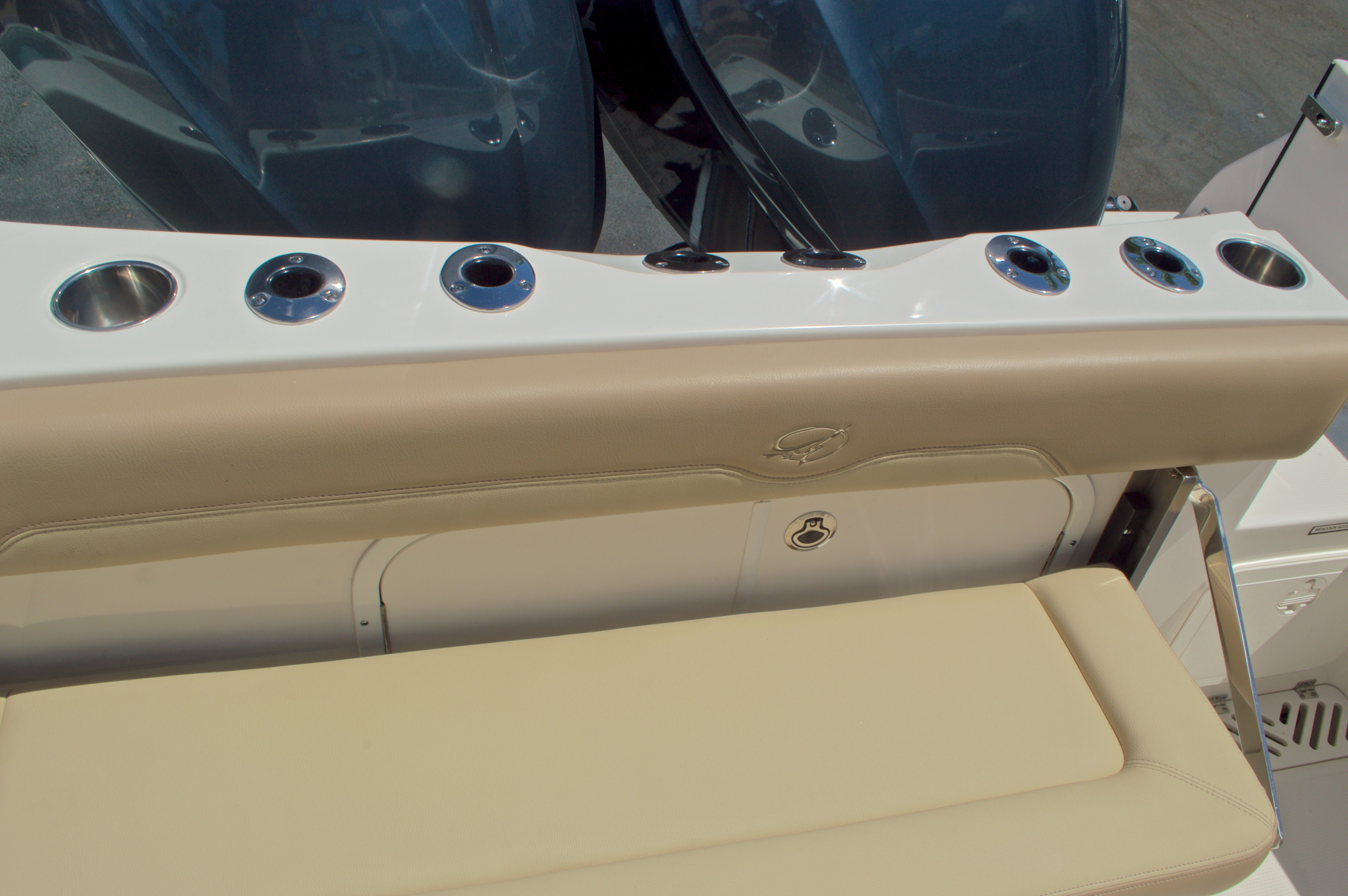 Thumbnail 15 for New 2017 Sailfish 320 CC Center Console boat for sale in Vero Beach, FL