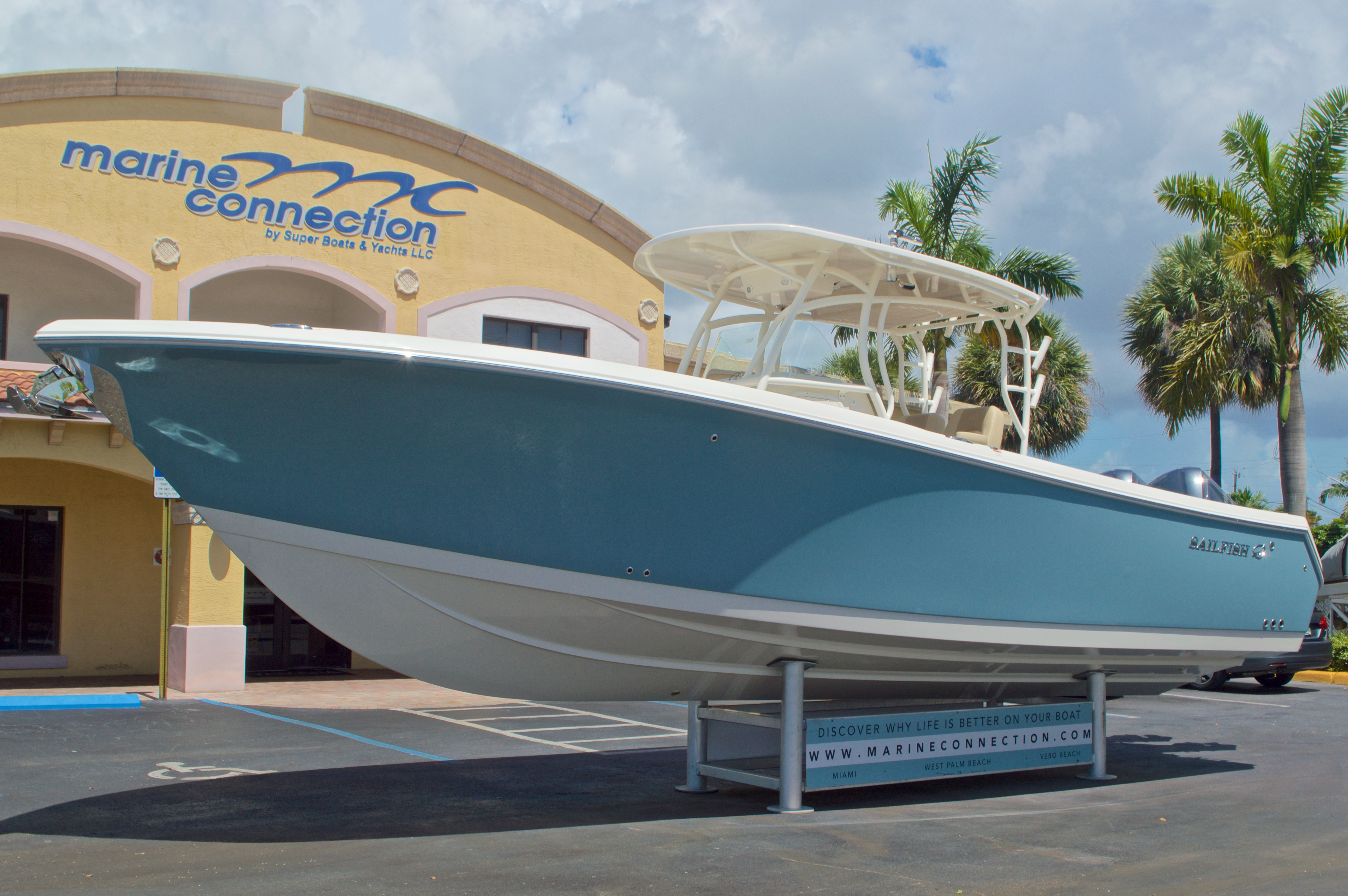 Thumbnail 9 for New 2017 Sailfish 320 CC Center Console boat for sale in Vero Beach, FL