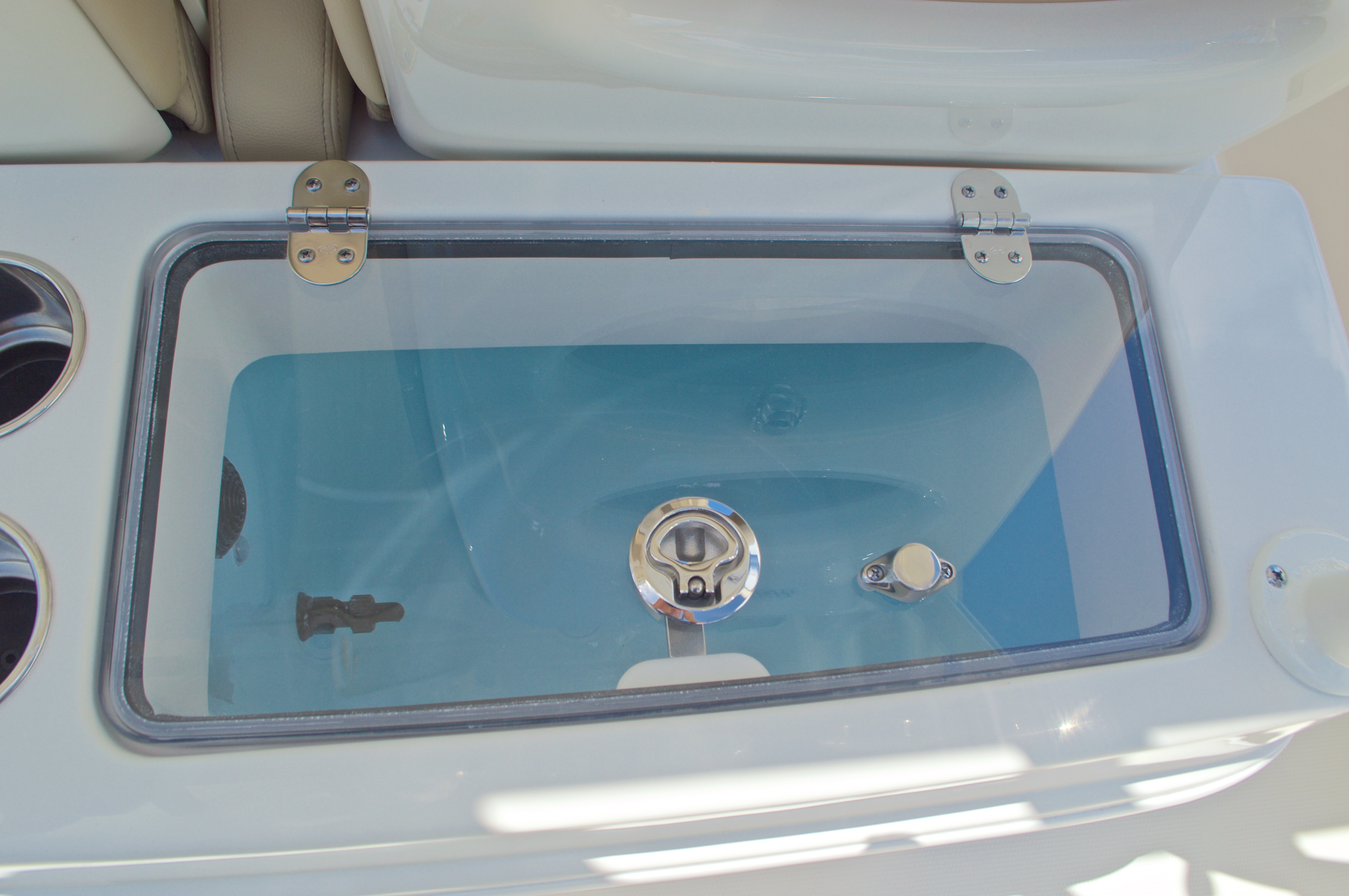 Thumbnail 27 for New 2017 Sailfish 320 CC Center Console boat for sale in Vero Beach, FL