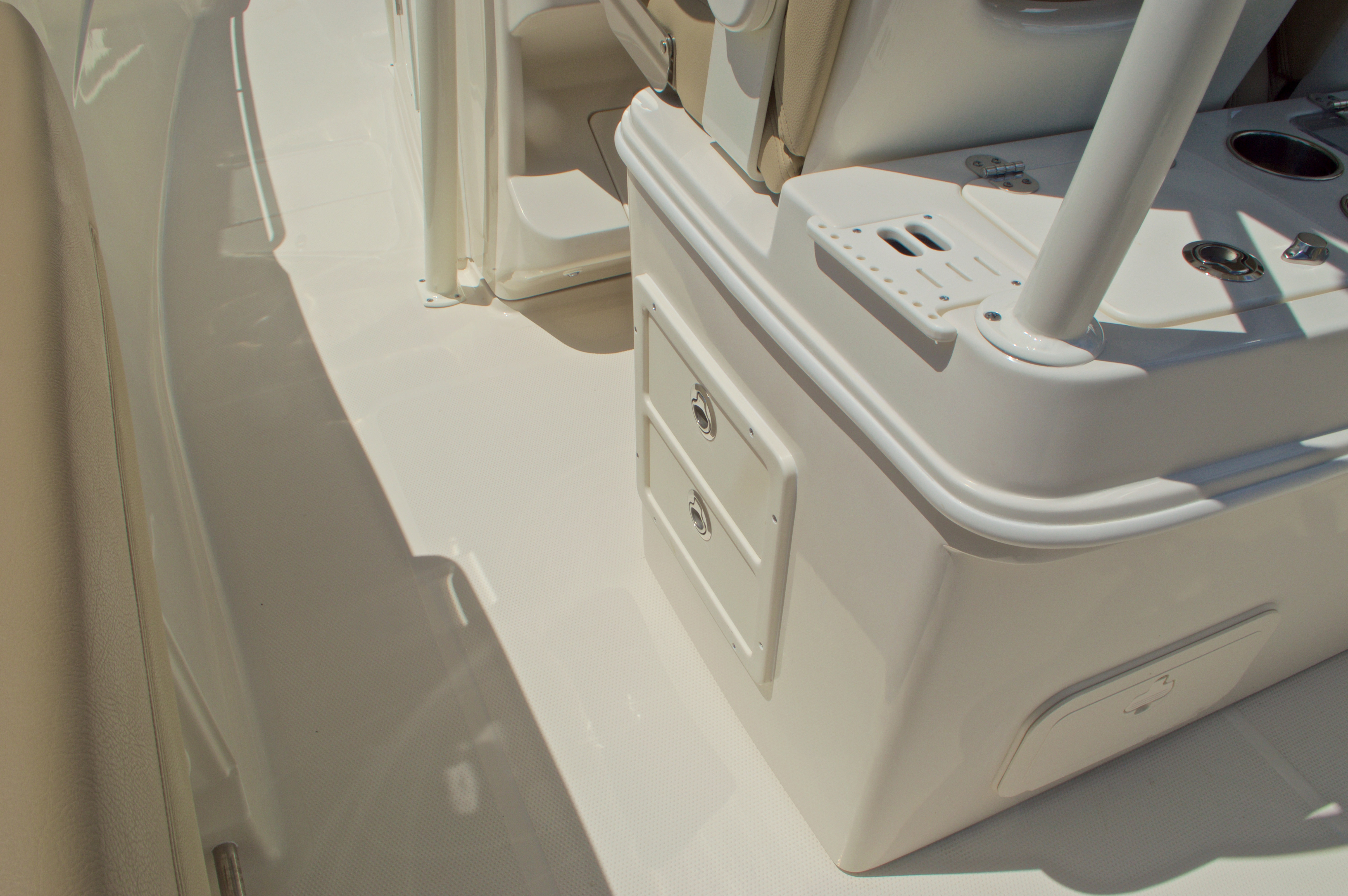 Thumbnail 29 for New 2017 Sailfish 320 CC Center Console boat for sale in Vero Beach, FL