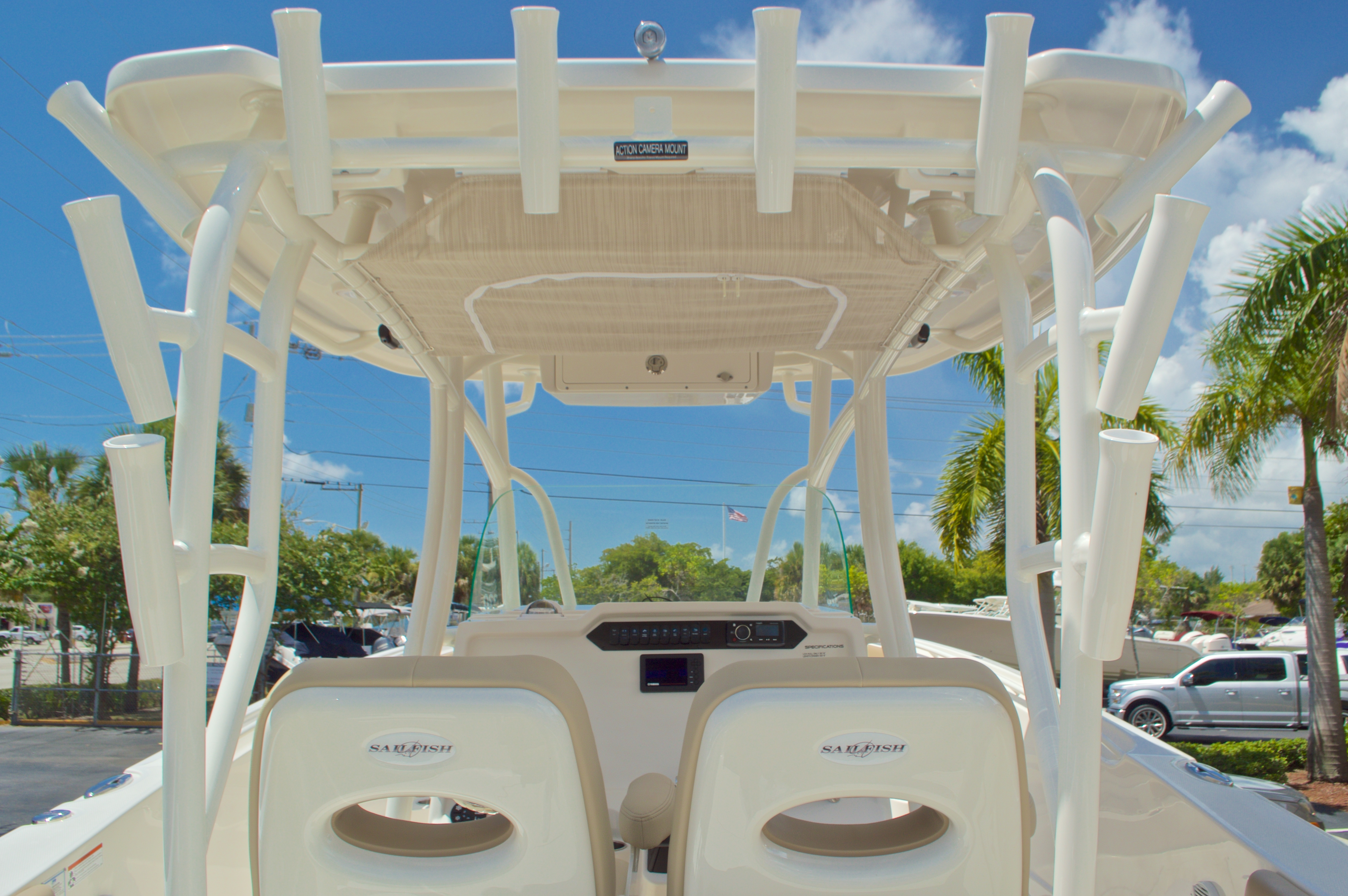 Thumbnail 31 for New 2017 Sailfish 320 CC Center Console boat for sale in Vero Beach, FL
