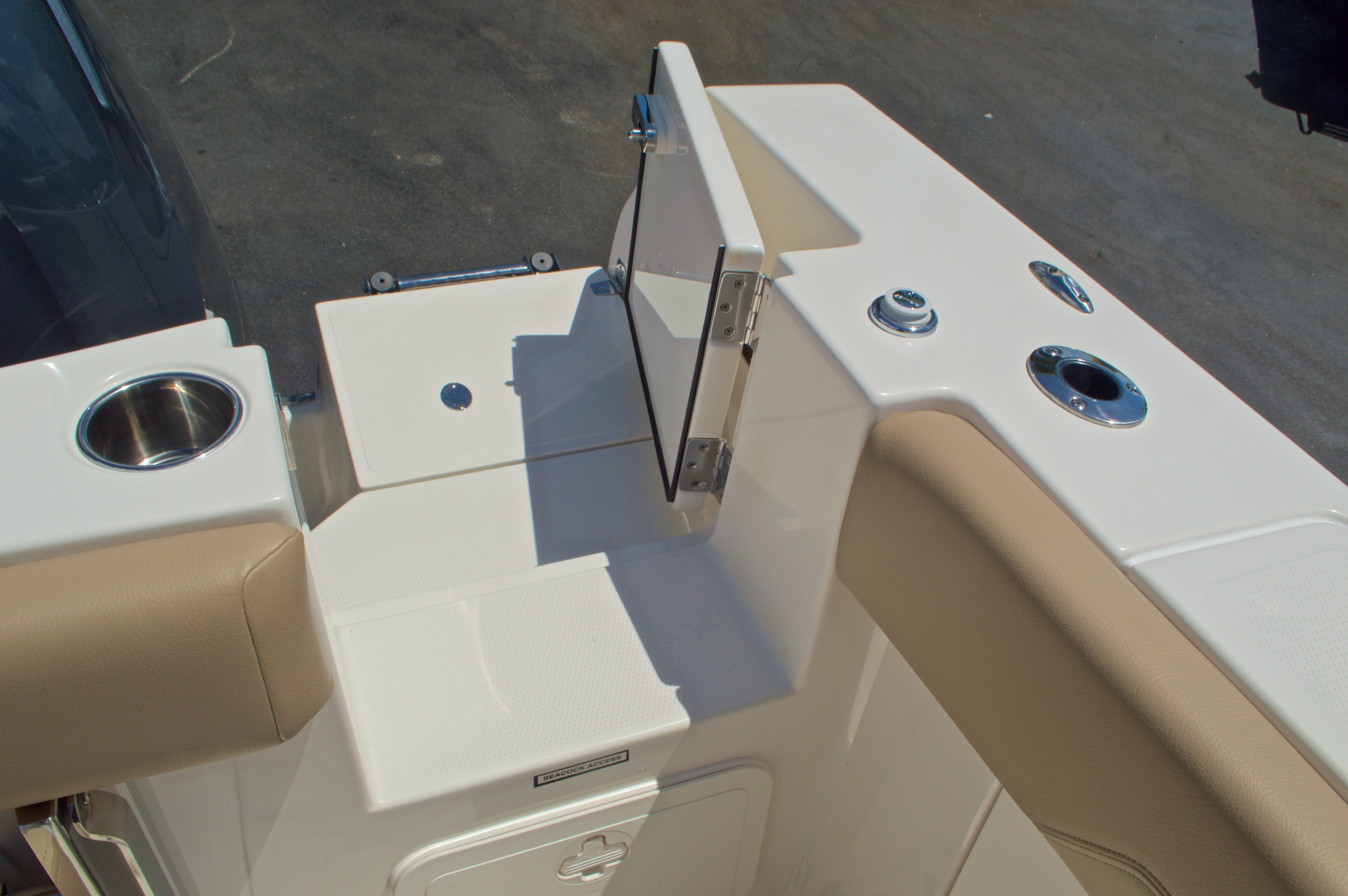 Thumbnail 16 for New 2017 Sailfish 320 CC Center Console boat for sale in Vero Beach, FL