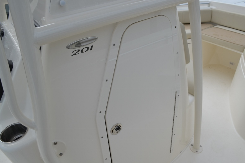 Thumbnail 14 for New 2017 Cobia 201 Center Console boat for sale in Vero Beach, FL
