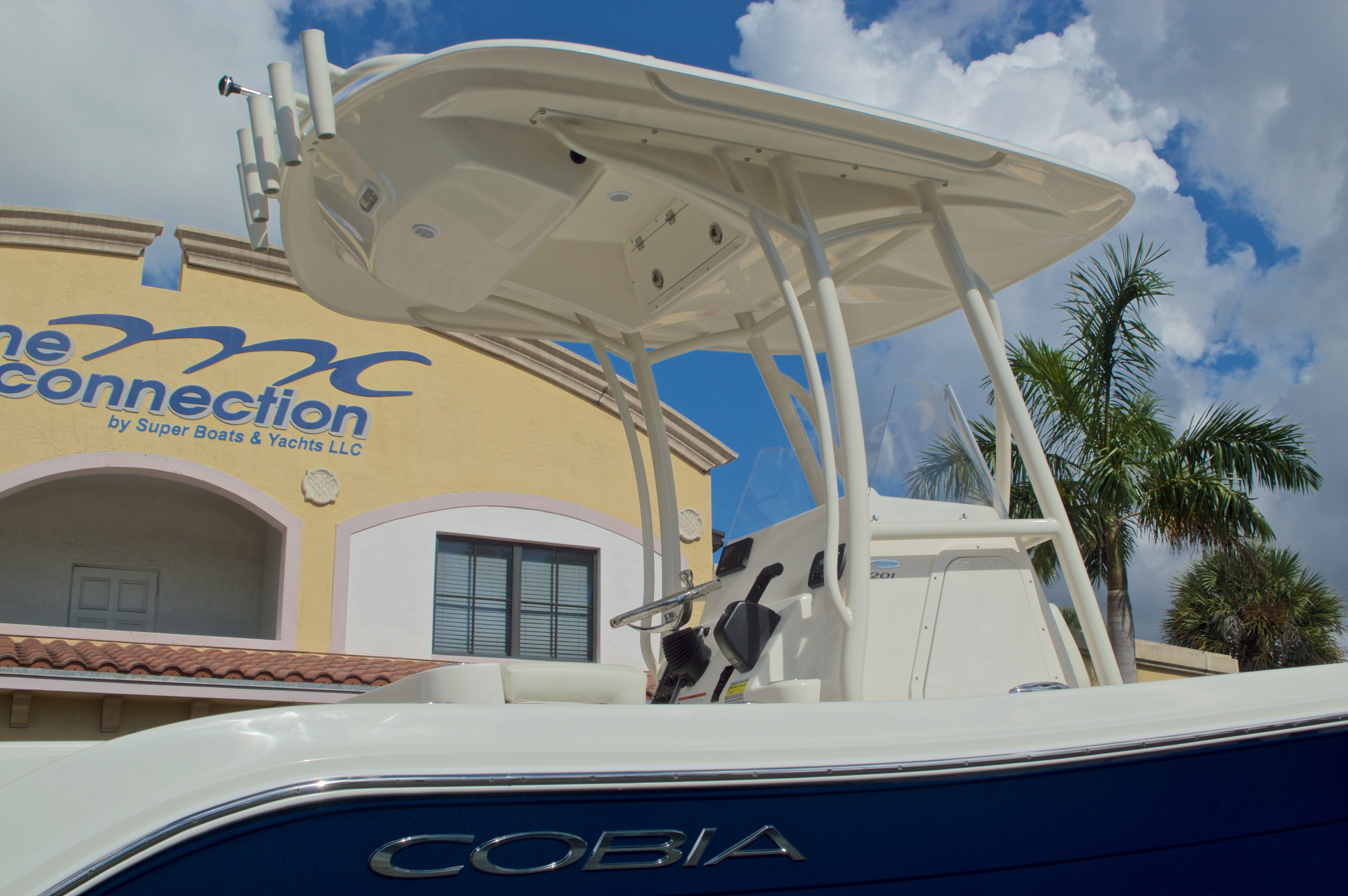 Thumbnail 9 for New 2017 Cobia 201 Center Console boat for sale in Miami, FL