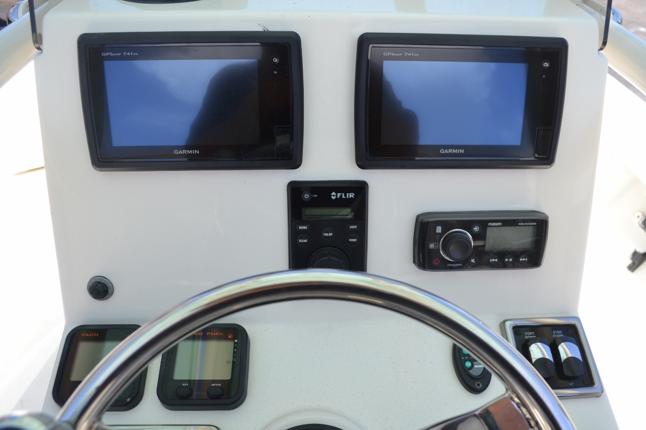 Thumbnail 11 for Used 2015 Pathfinder 2400 TRS Bay Boat boat for sale in Vero Beach, FL