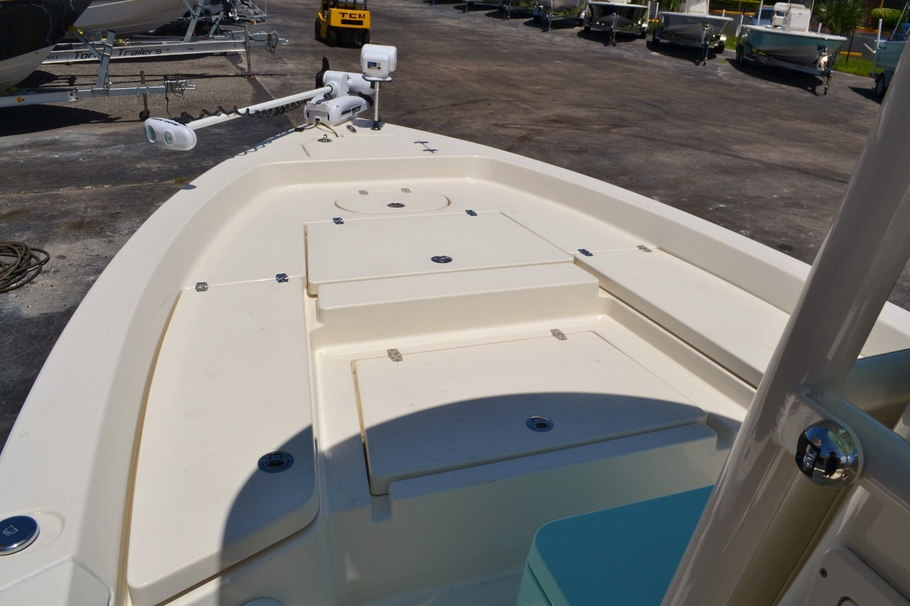 Thumbnail 12 for Used 2015 Pathfinder 2400 TRS Bay Boat boat for sale in Vero Beach, FL
