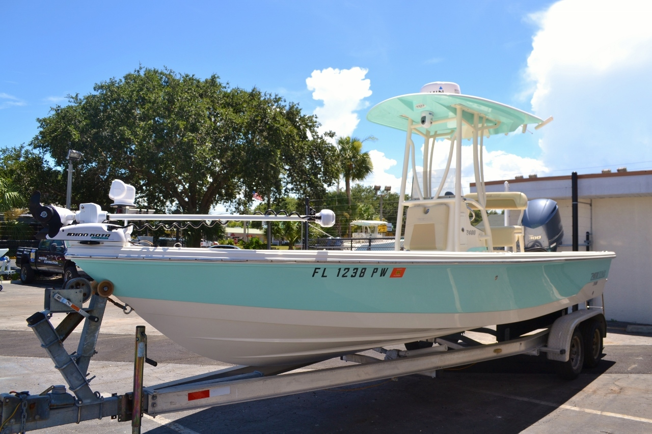 Thumbnail 3 for Used 2015 Pathfinder 2400 TRS Bay Boat boat for sale in Vero Beach, FL