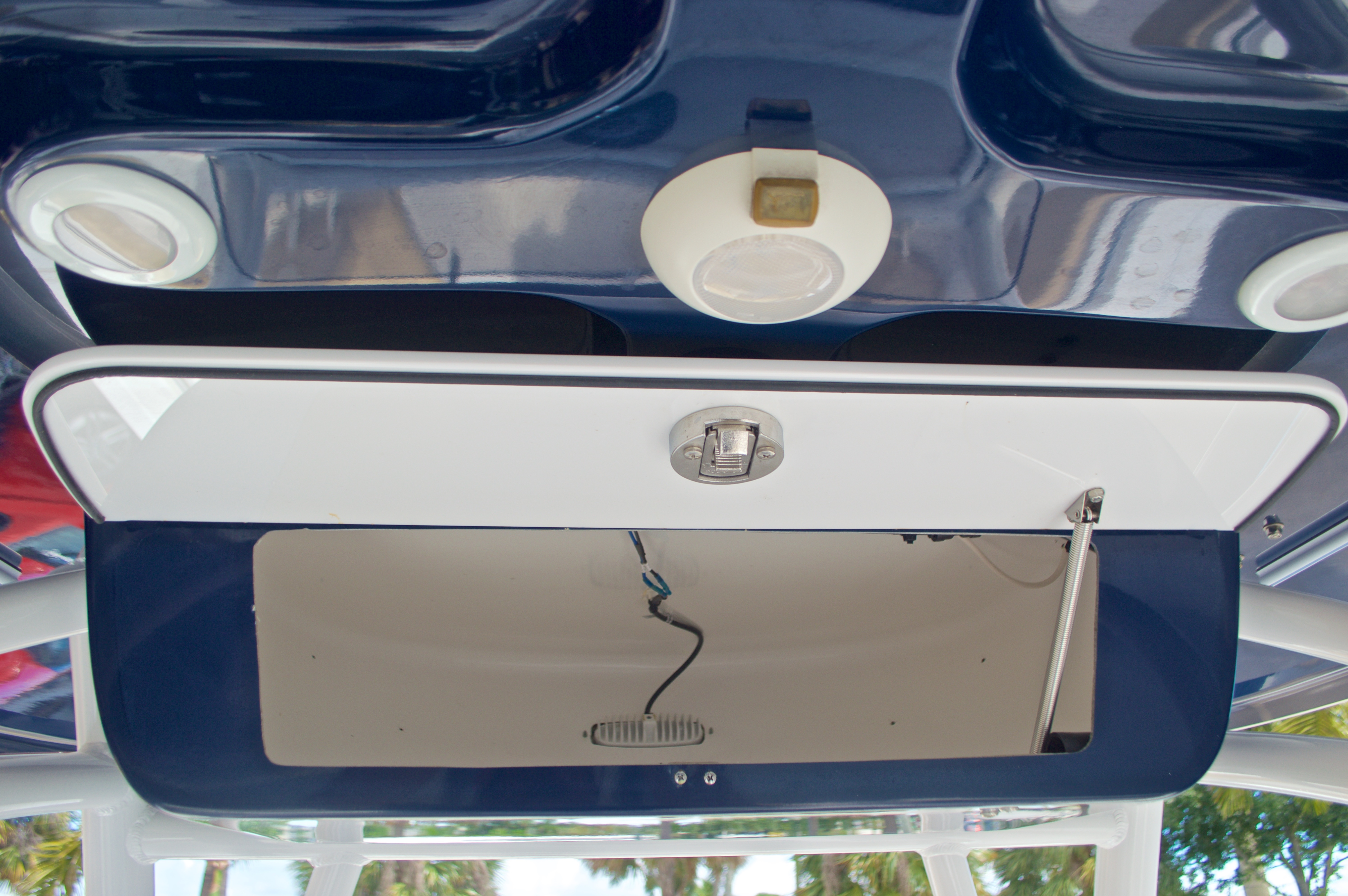 Thumbnail 31 for Used 2015 Sportsman Heritage 251 Center Console boat for sale in West Palm Beach, FL