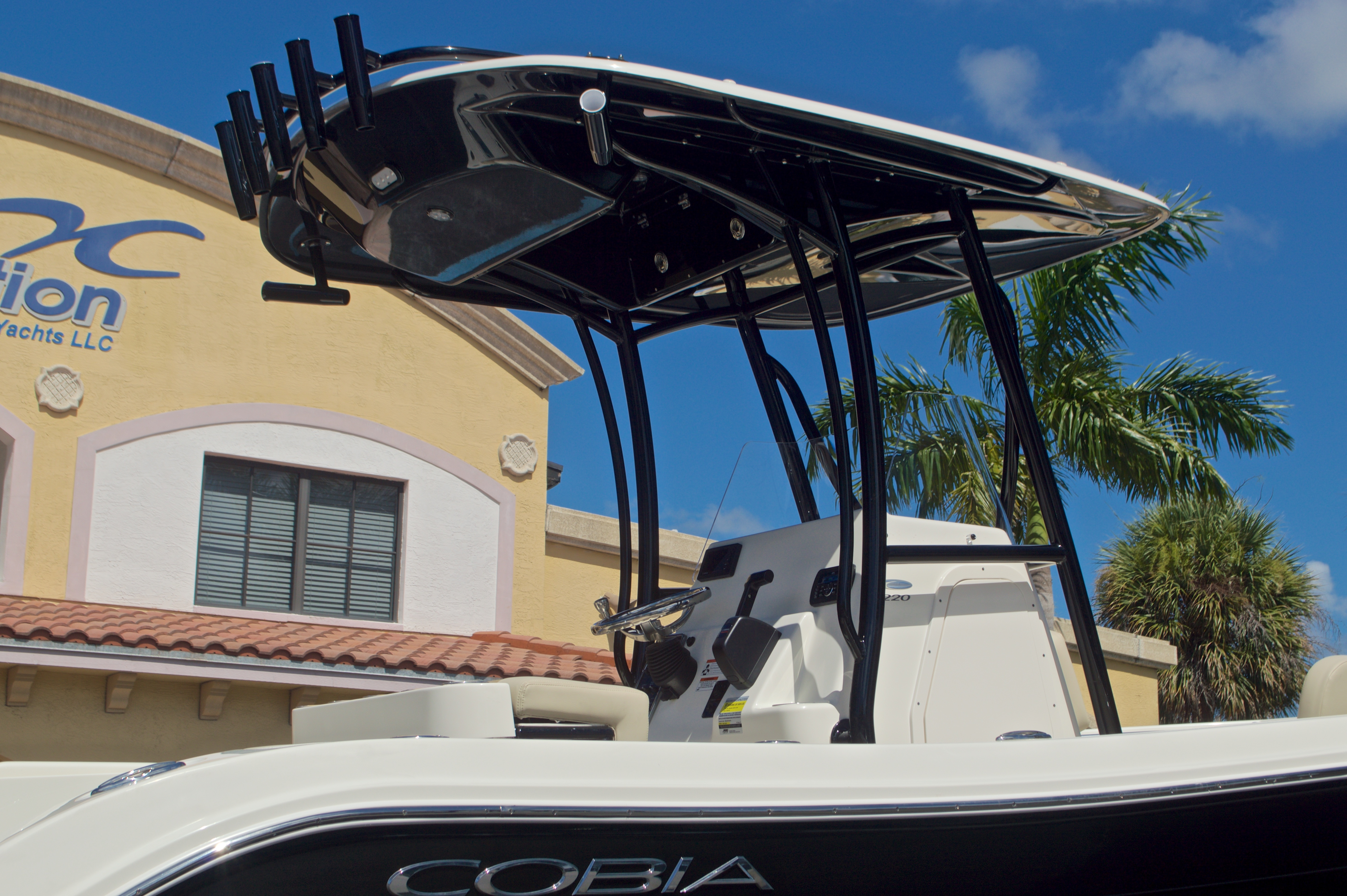 Thumbnail 9 for New 2017 Cobia 220 Center Console boat for sale in Vero Beach, FL