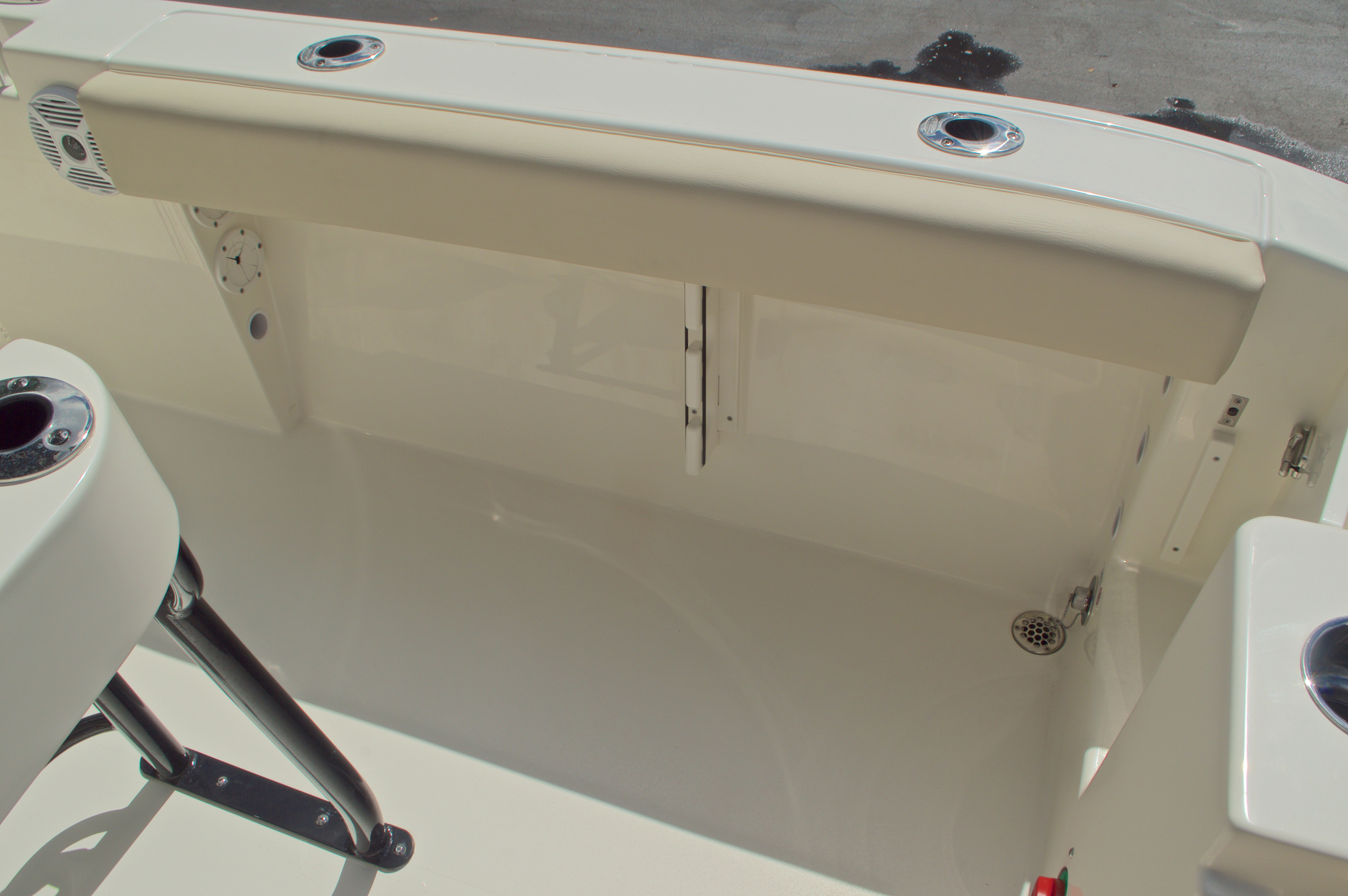 Thumbnail 22 for New 2017 Cobia 220 Center Console boat for sale in Vero Beach, FL