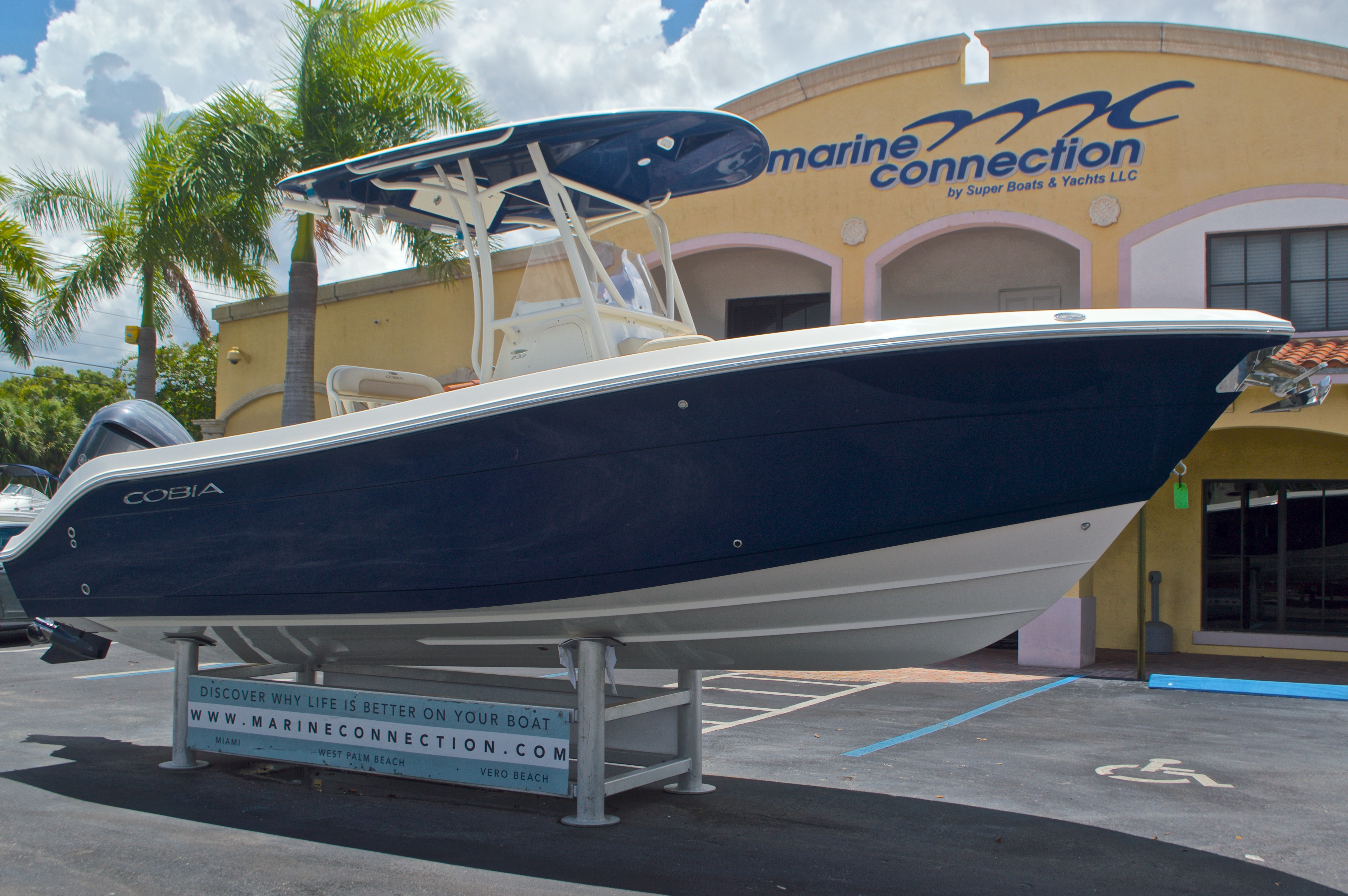 Thumbnail 1 for New 2017 Cobia 237 Center Console boat for sale in West Palm Beach, FL