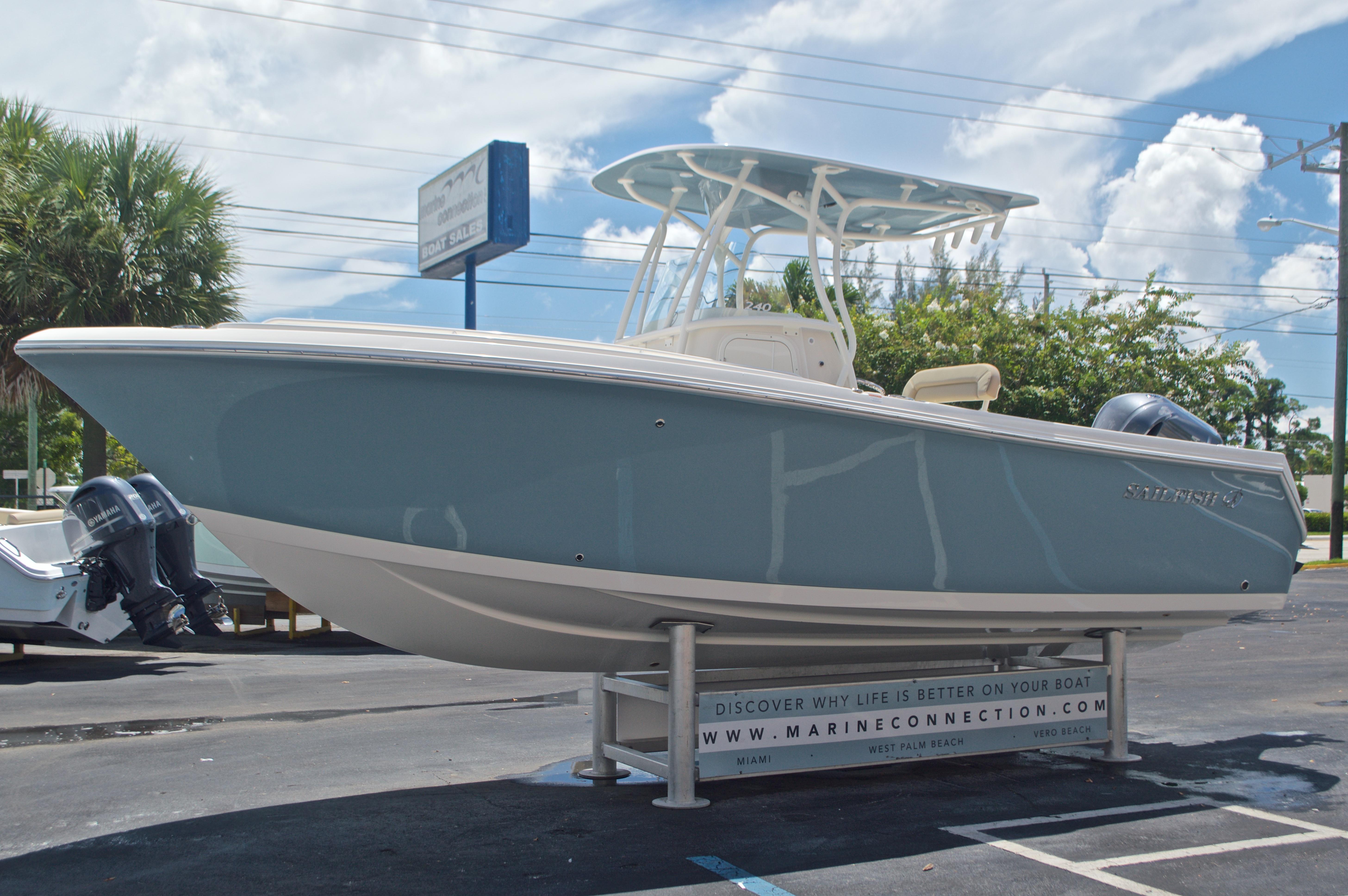 Thumbnail 3 for New 2017 Sailfish 240 CC Center Console boat for sale in Miami, FL