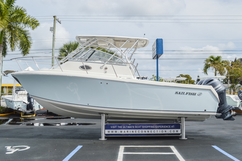 Thumbnail 5 for Used 2015 Sailfish 270 WAC Walk Around boat for sale in Miami, FL