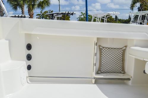 Thumbnail 33 for Used 2015 Sailfish 270 WAC Walk Around boat for sale in Miami, FL