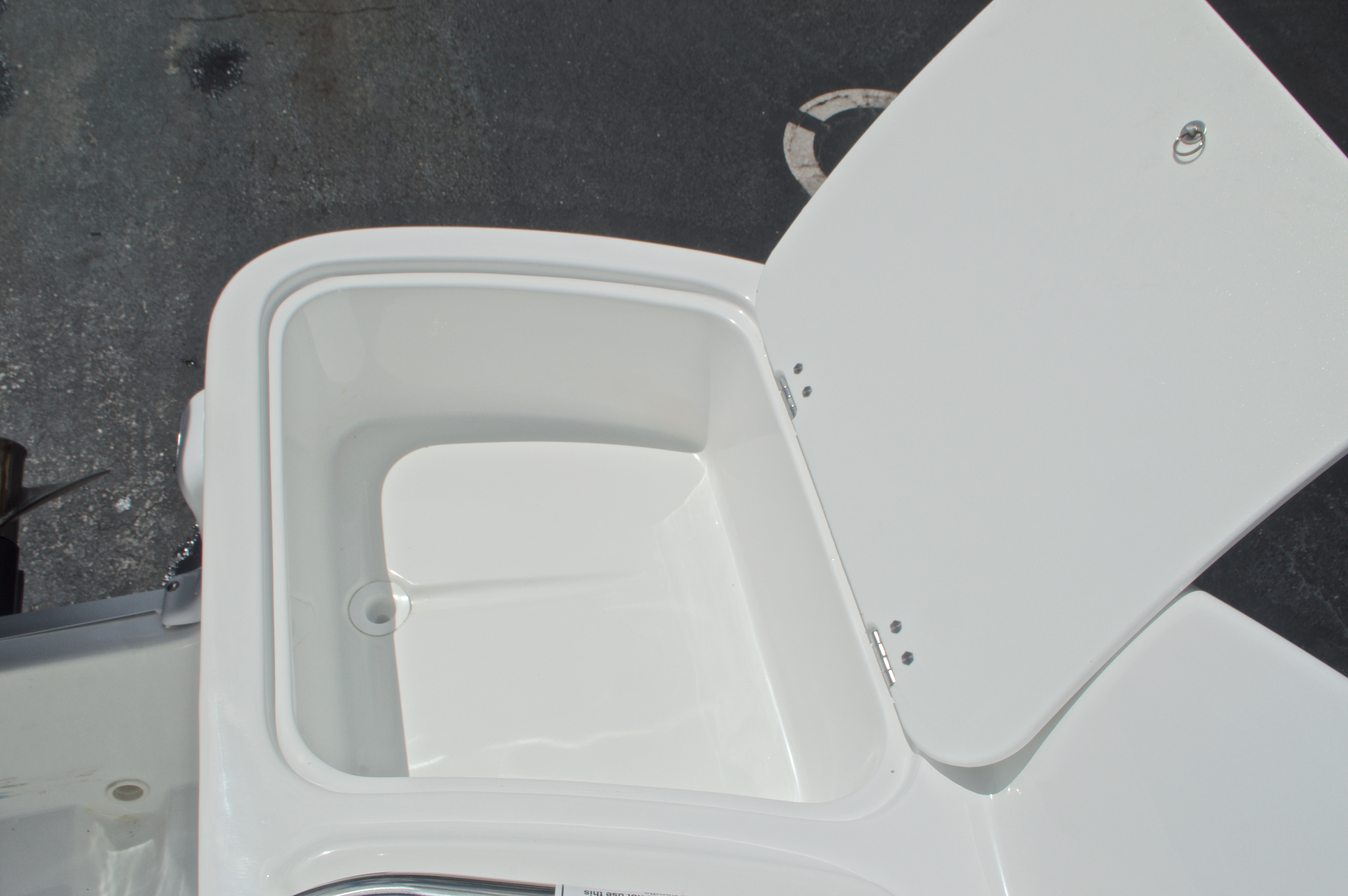 Thumbnail 18 for New 2017 Hurricane SunDeck SD 2400 OB boat for sale in West Palm Beach, FL