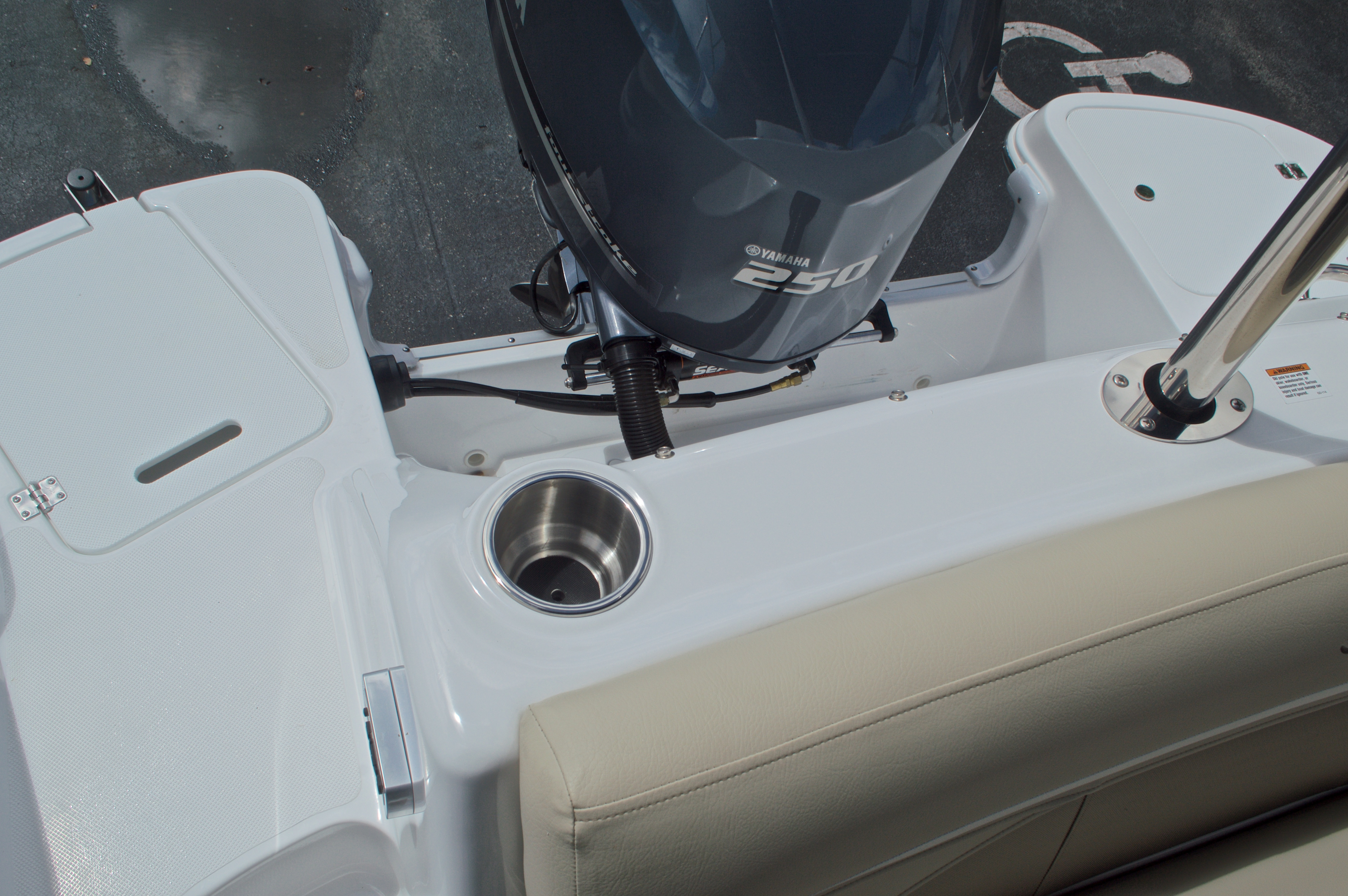 Thumbnail 13 for New 2017 Hurricane SunDeck SD 2400 OB boat for sale in West Palm Beach, FL