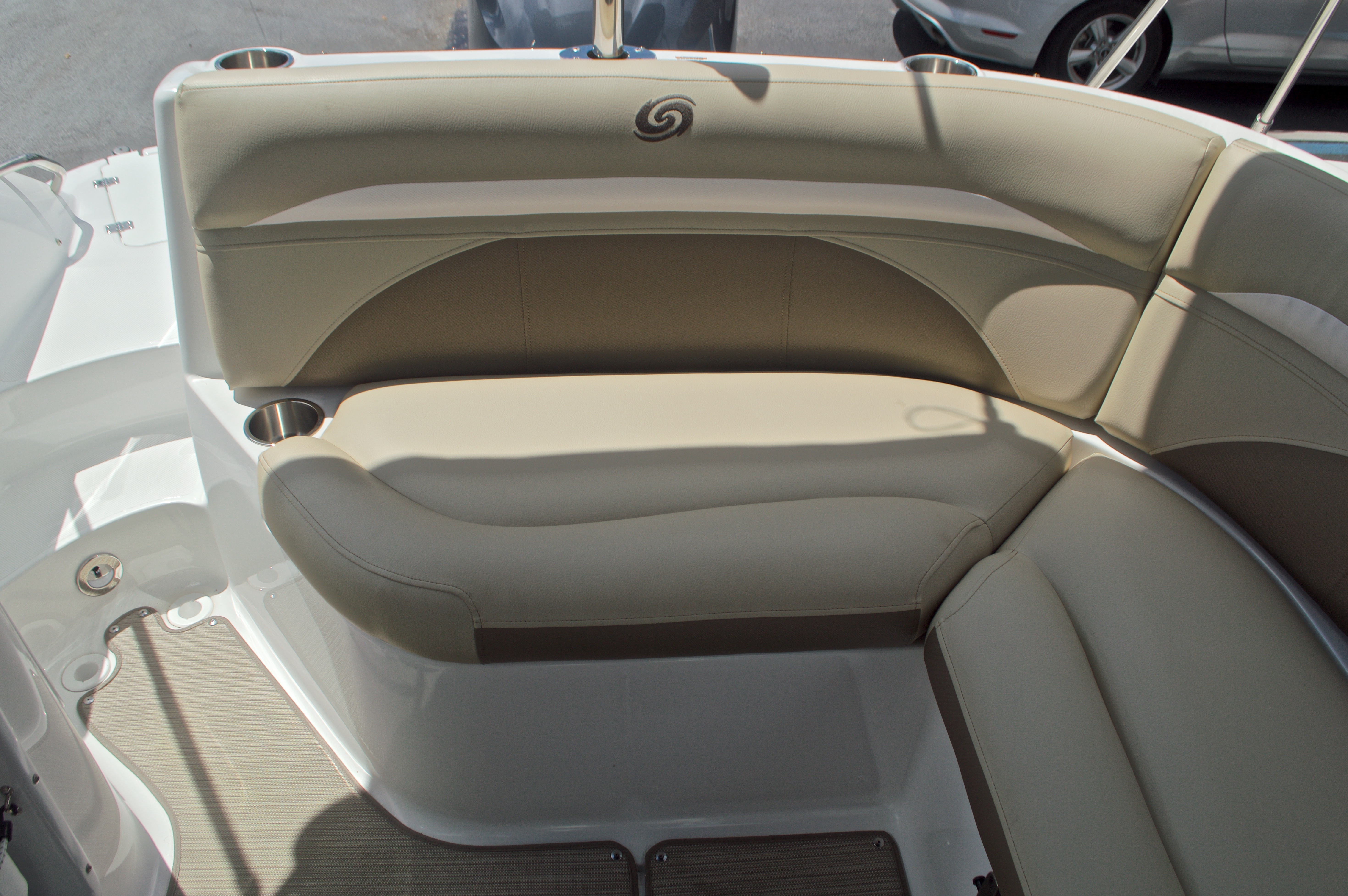 Thumbnail 19 for New 2017 Hurricane SunDeck SD 2400 OB boat for sale in West Palm Beach, FL