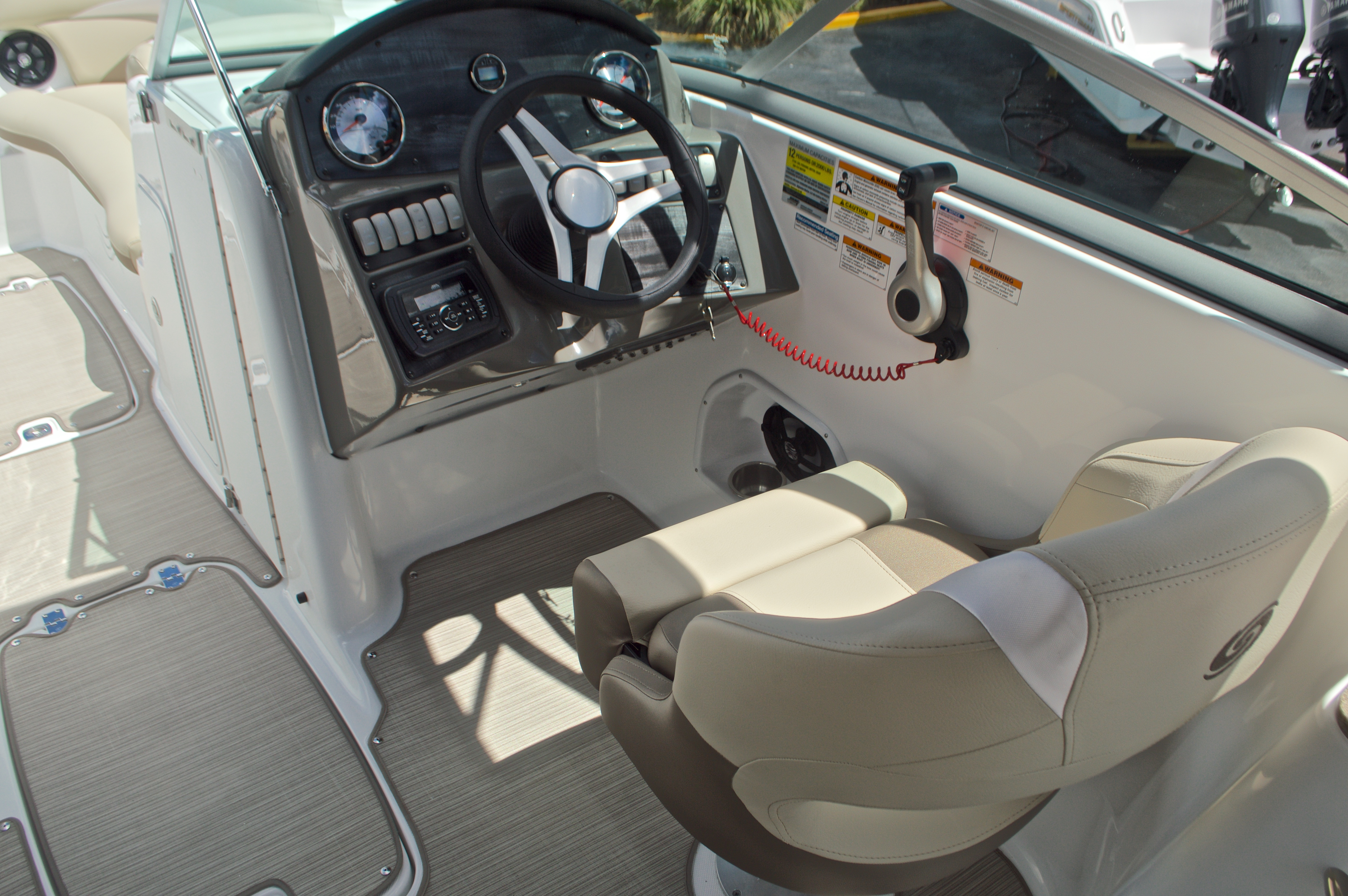 Thumbnail 31 for New 2017 Hurricane SunDeck SD 2400 OB boat for sale in West Palm Beach, FL