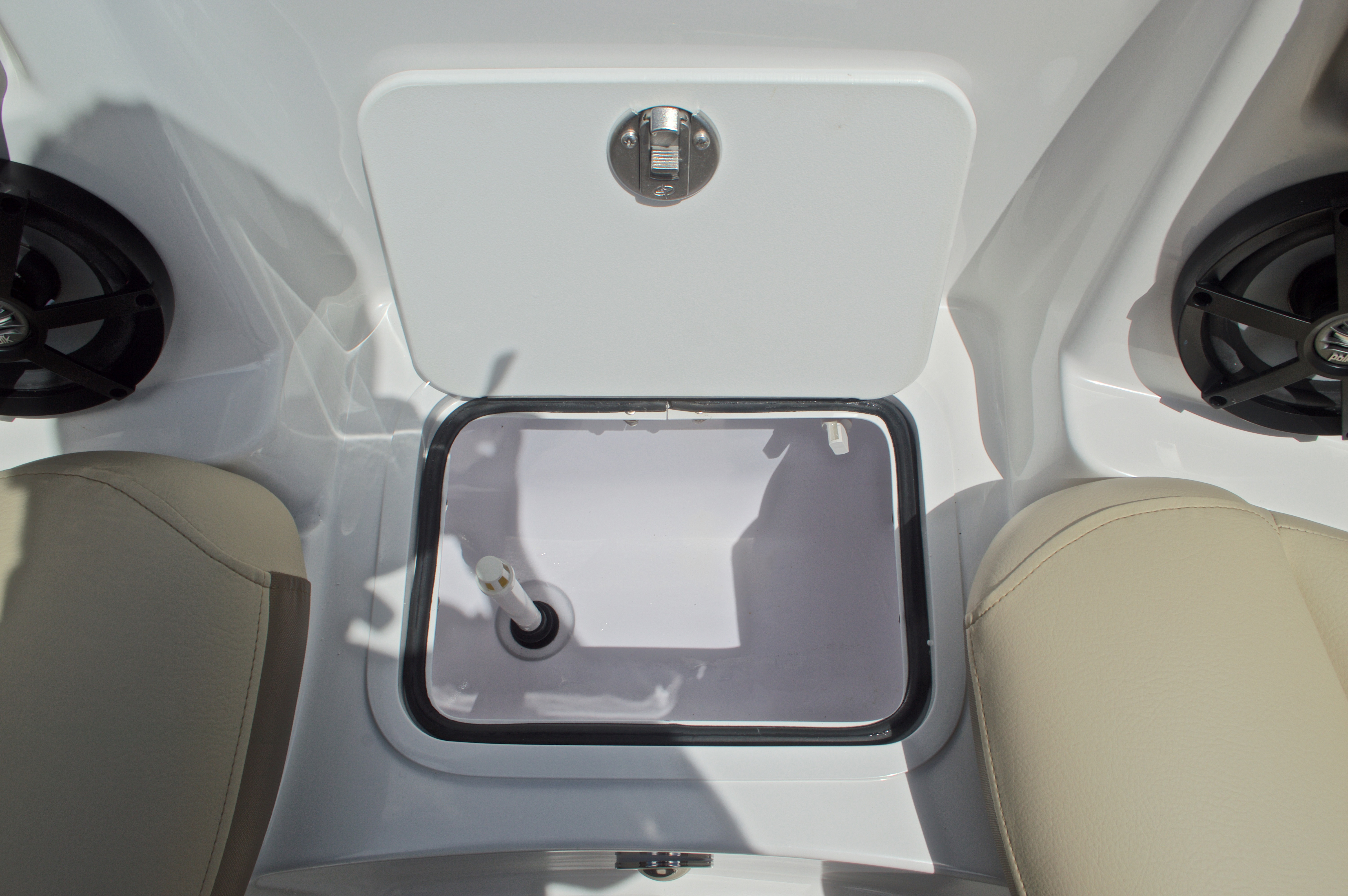 Thumbnail 52 for New 2017 Hurricane SunDeck SD 2400 OB boat for sale in West Palm Beach, FL