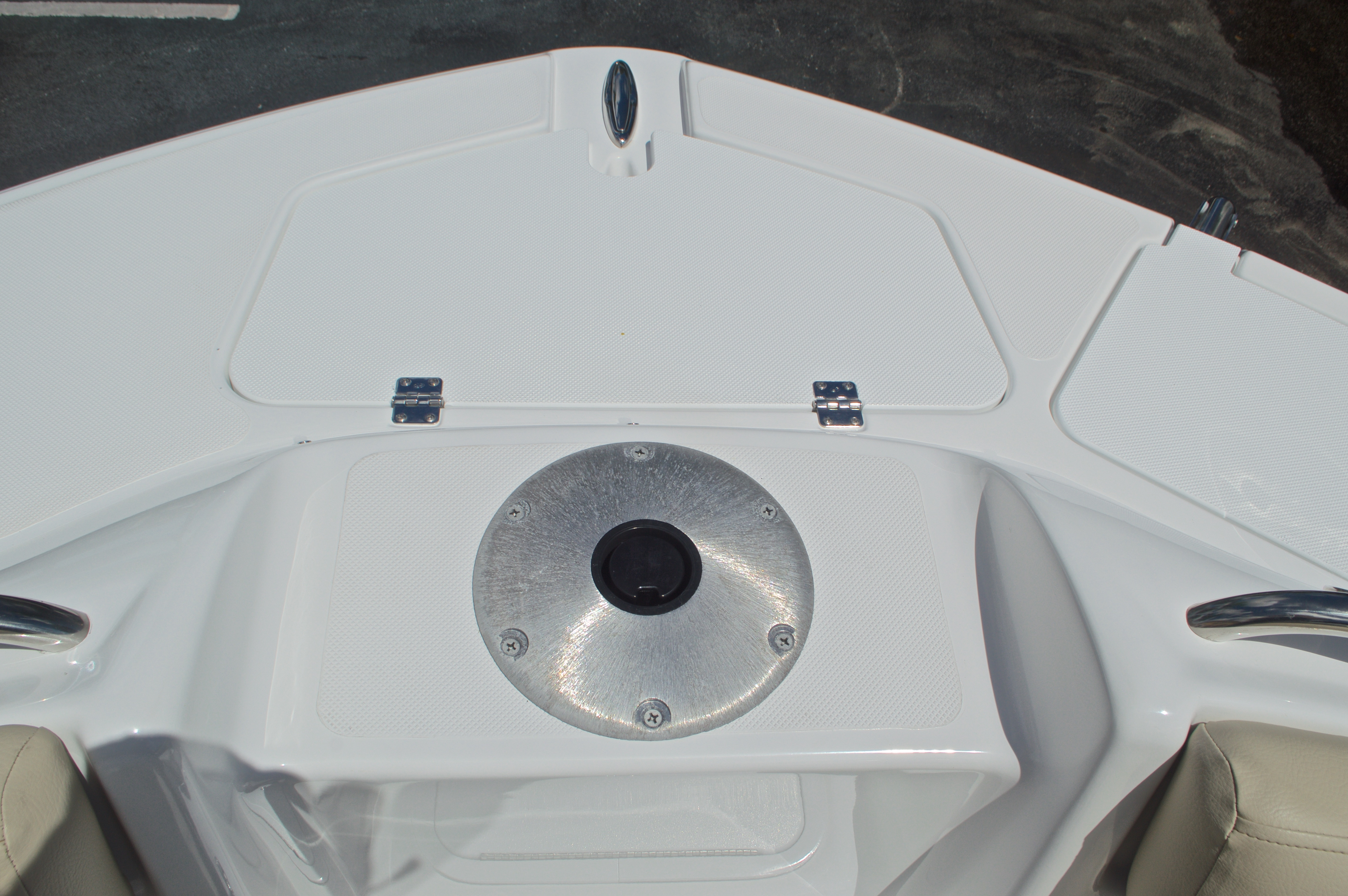 Thumbnail 53 for New 2017 Hurricane SunDeck SD 2400 OB boat for sale in West Palm Beach, FL