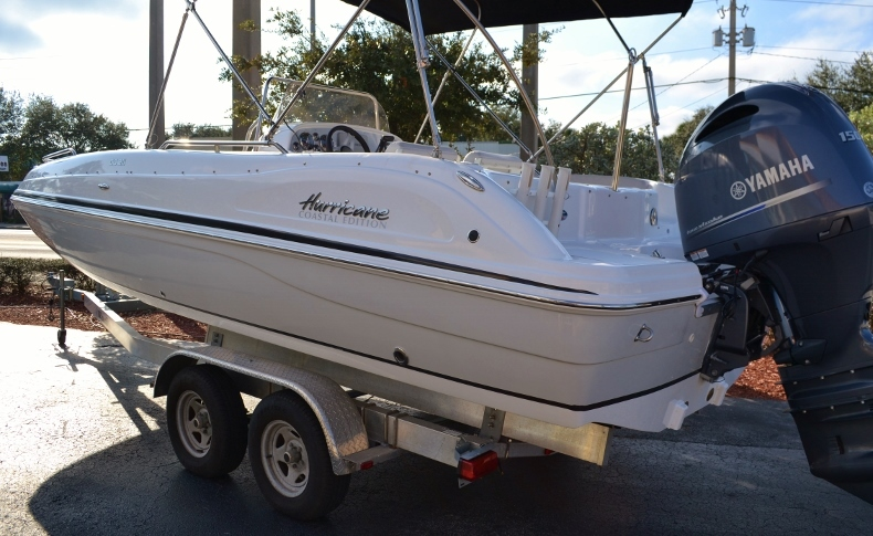 Thumbnail 2 for New 2017 Hurricane SunDeck Sport SS 211 OB boat for sale in West Palm Beach, FL