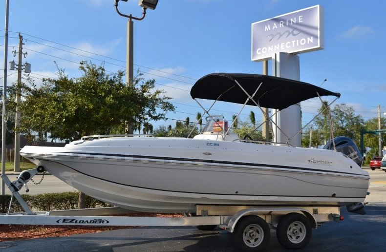 Photo for 2017 Hurricane SunDeck Sport SS 211 OB