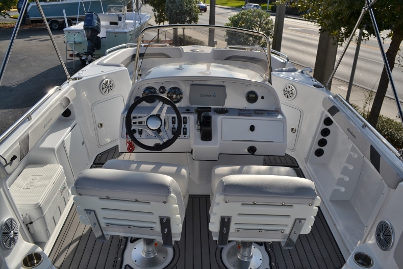 Thumbnail 8 for New 2017 Hurricane SunDeck Sport SS 211 OB boat for sale in West Palm Beach, FL