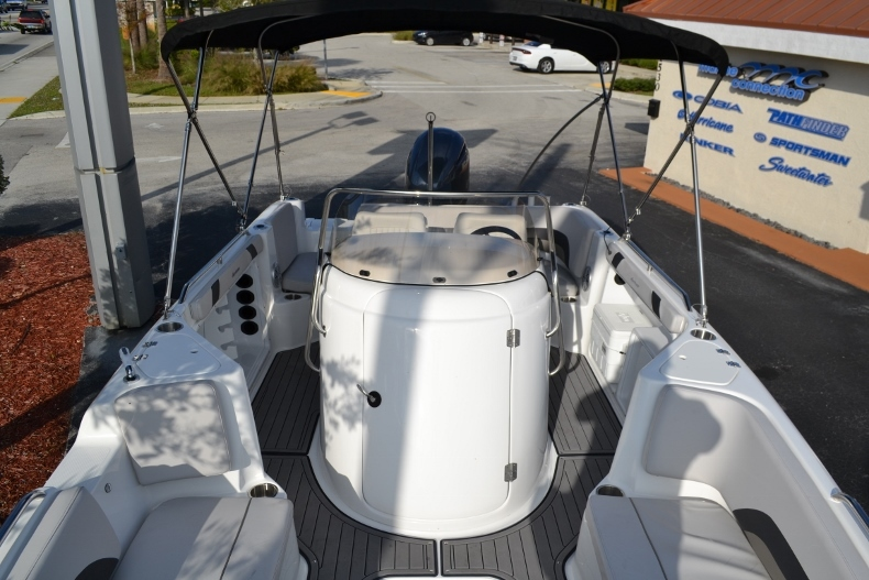 Thumbnail 19 for New 2017 Hurricane SunDeck Sport SS 211 OB boat for sale in West Palm Beach, FL