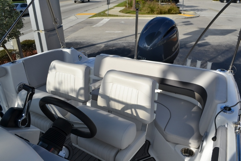Thumbnail 21 for New 2017 Hurricane SunDeck Sport SS 211 OB boat for sale in West Palm Beach, FL