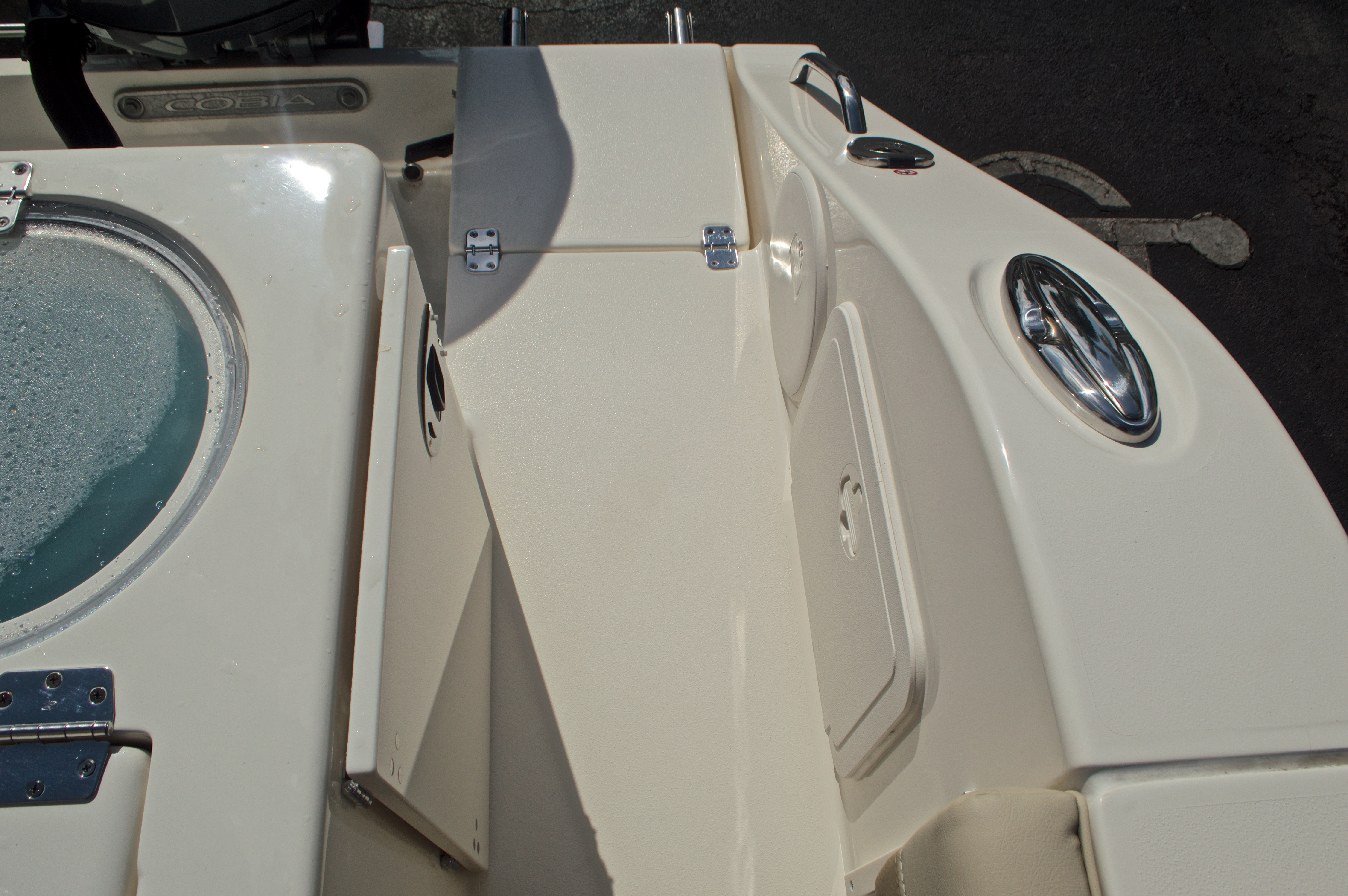 Thumbnail 14 for New 2017 Cobia 296 Center Console boat for sale in Miami, FL