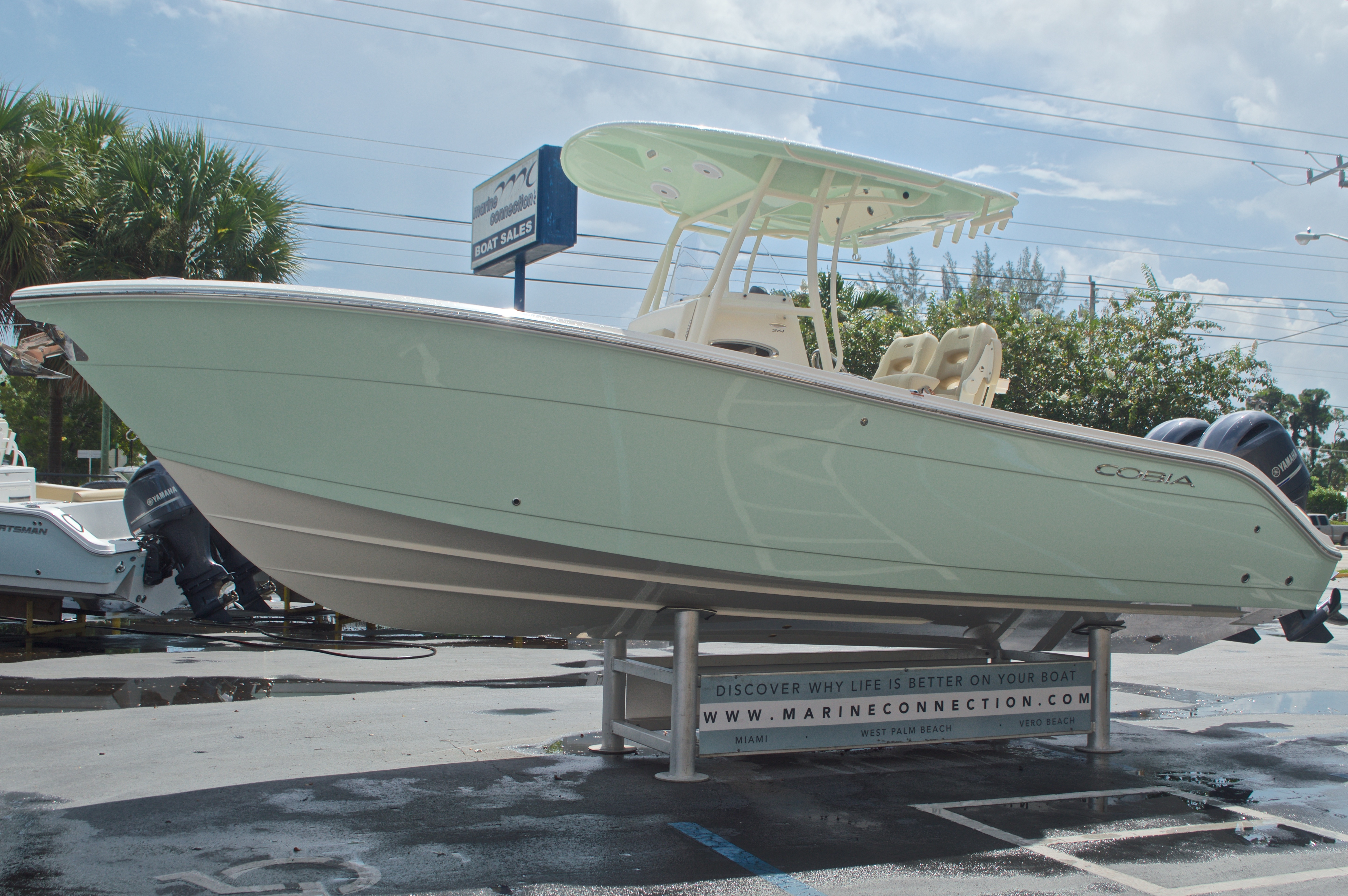 Thumbnail 4 for New 2017 Cobia 261 Center Console boat for sale in Miami, FL