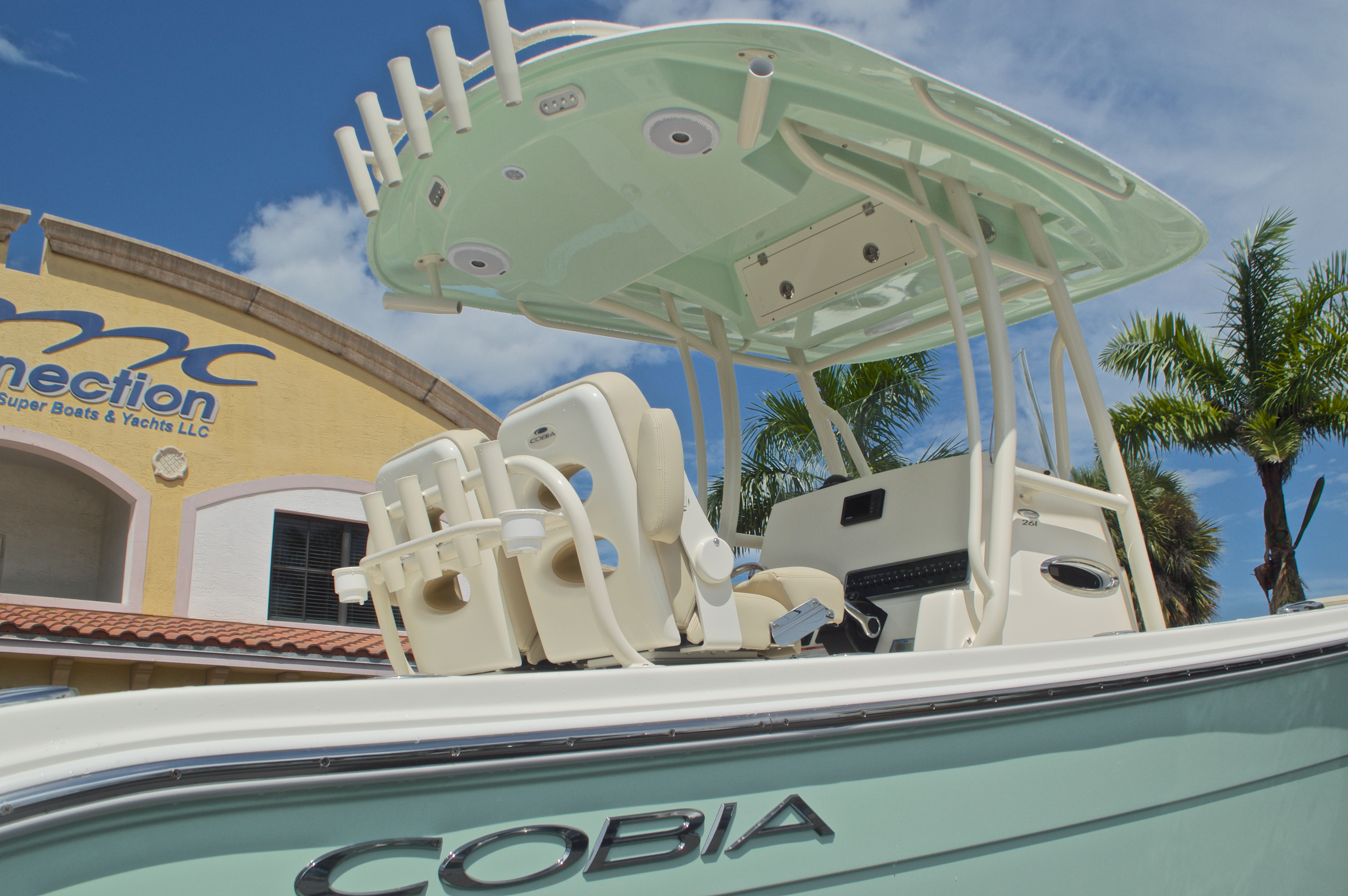 Thumbnail 9 for New 2017 Cobia 261 Center Console boat for sale in Miami, FL