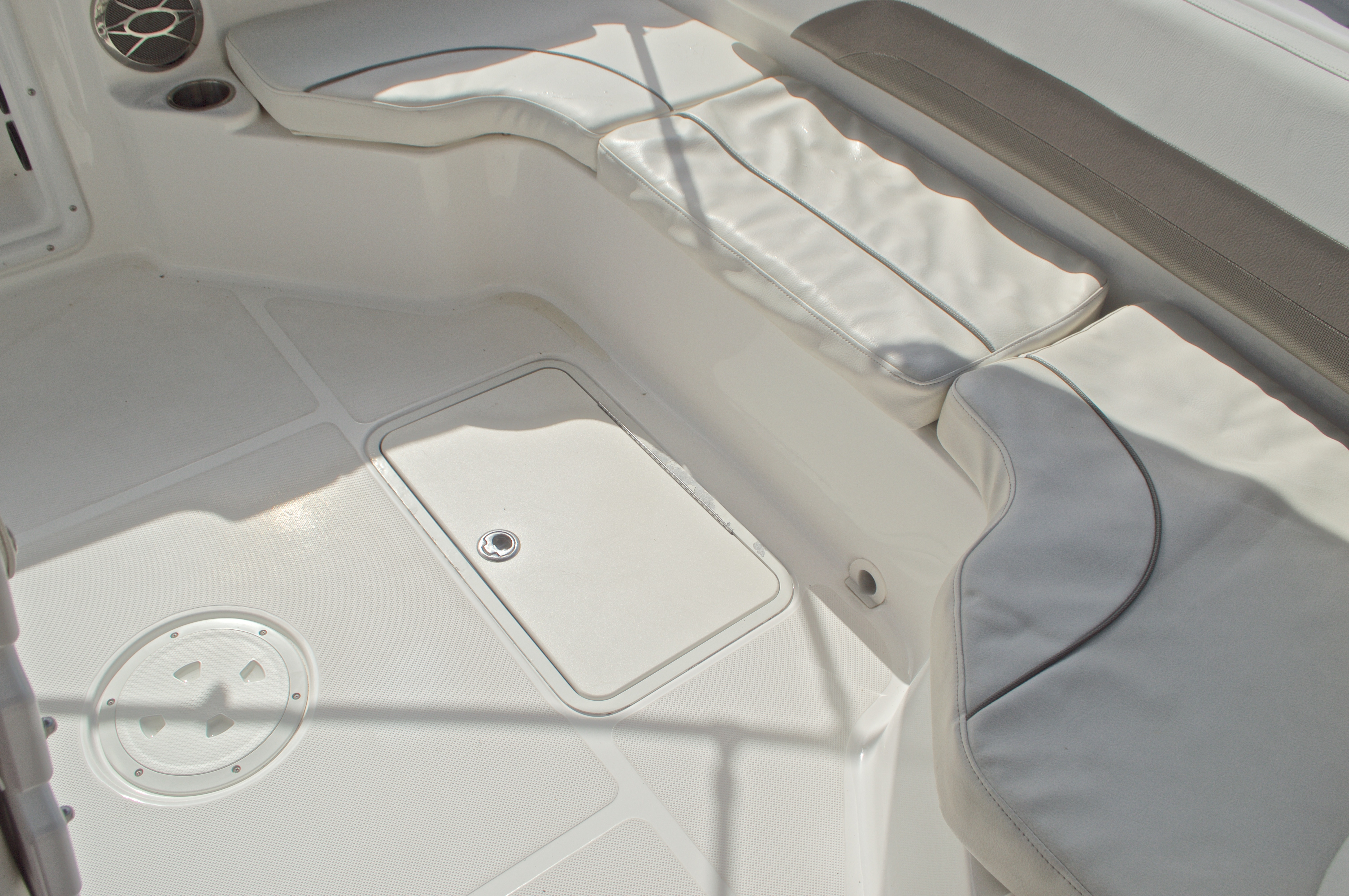 Thumbnail 23 for Used 2014 Hurricane Sundeck Sport SS 231 OB boat for sale in West Palm Beach, FL