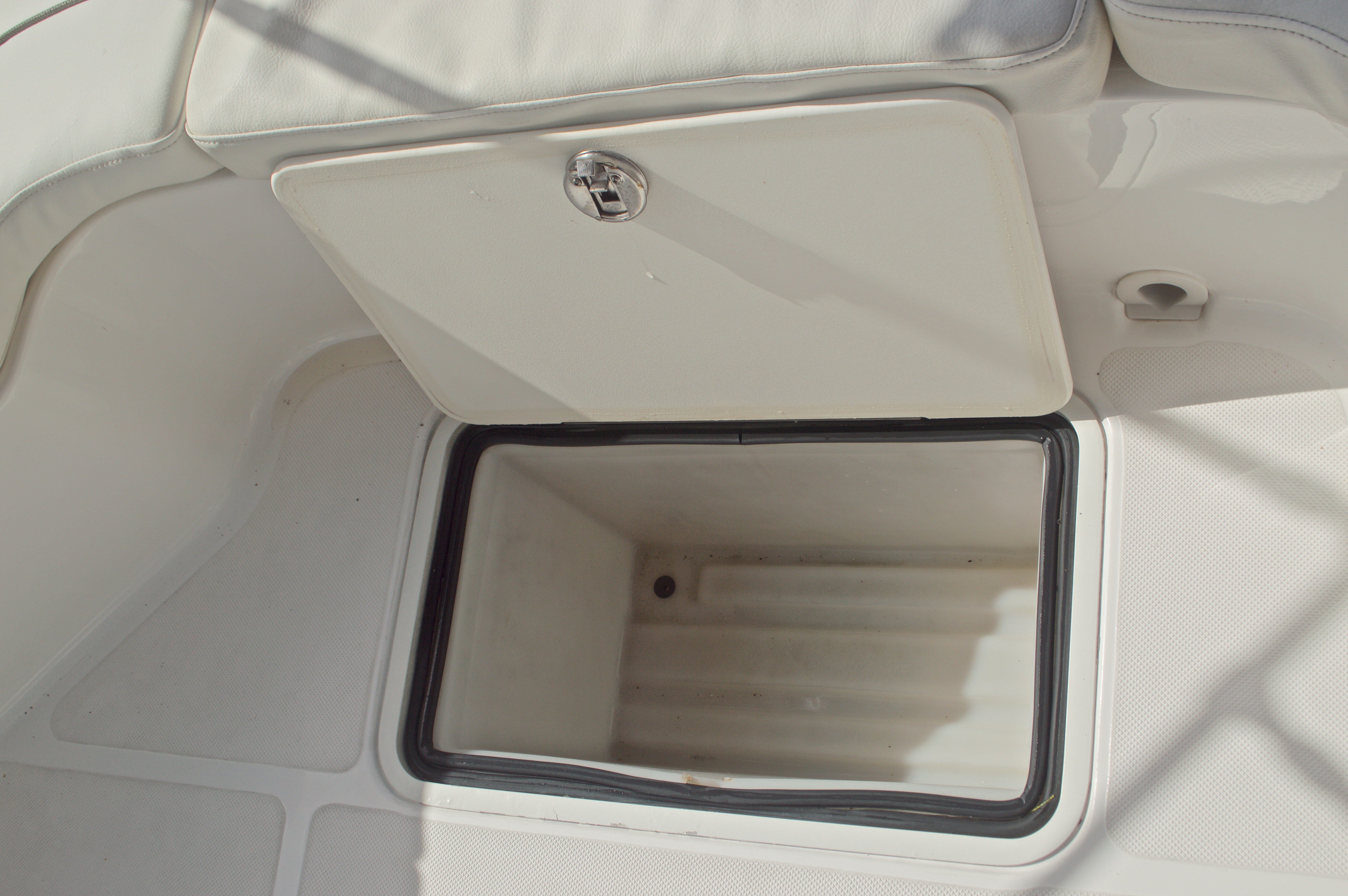 Thumbnail 24 for Used 2014 Hurricane Sundeck Sport SS 231 OB boat for sale in West Palm Beach, FL