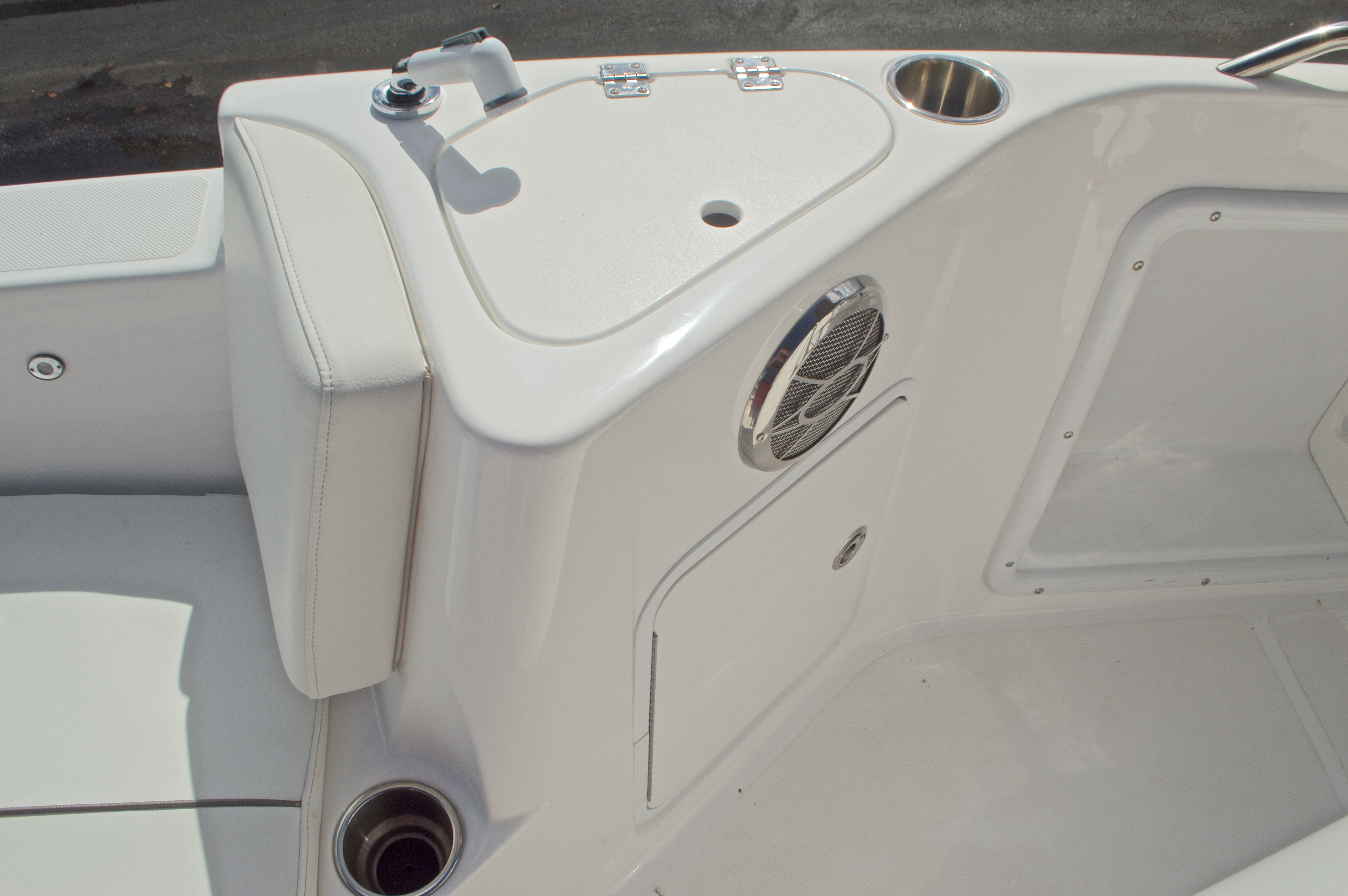 Thumbnail 44 for Used 2014 Hurricane Sundeck Sport SS 231 OB boat for sale in West Palm Beach, FL